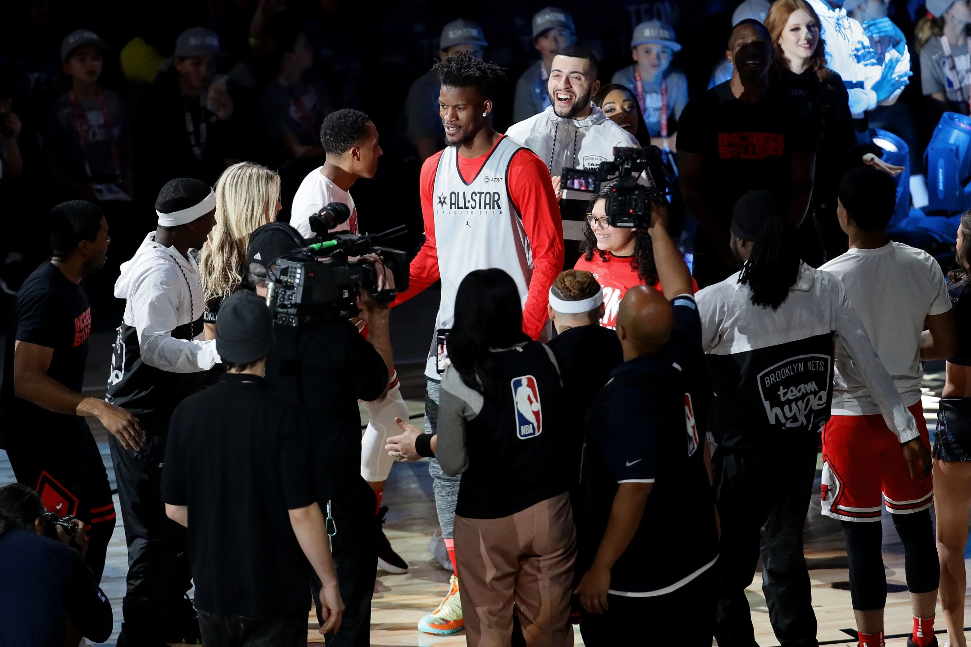 Former Chicago Bulls: Jimmy Butler gets raucous welcome at United Center
