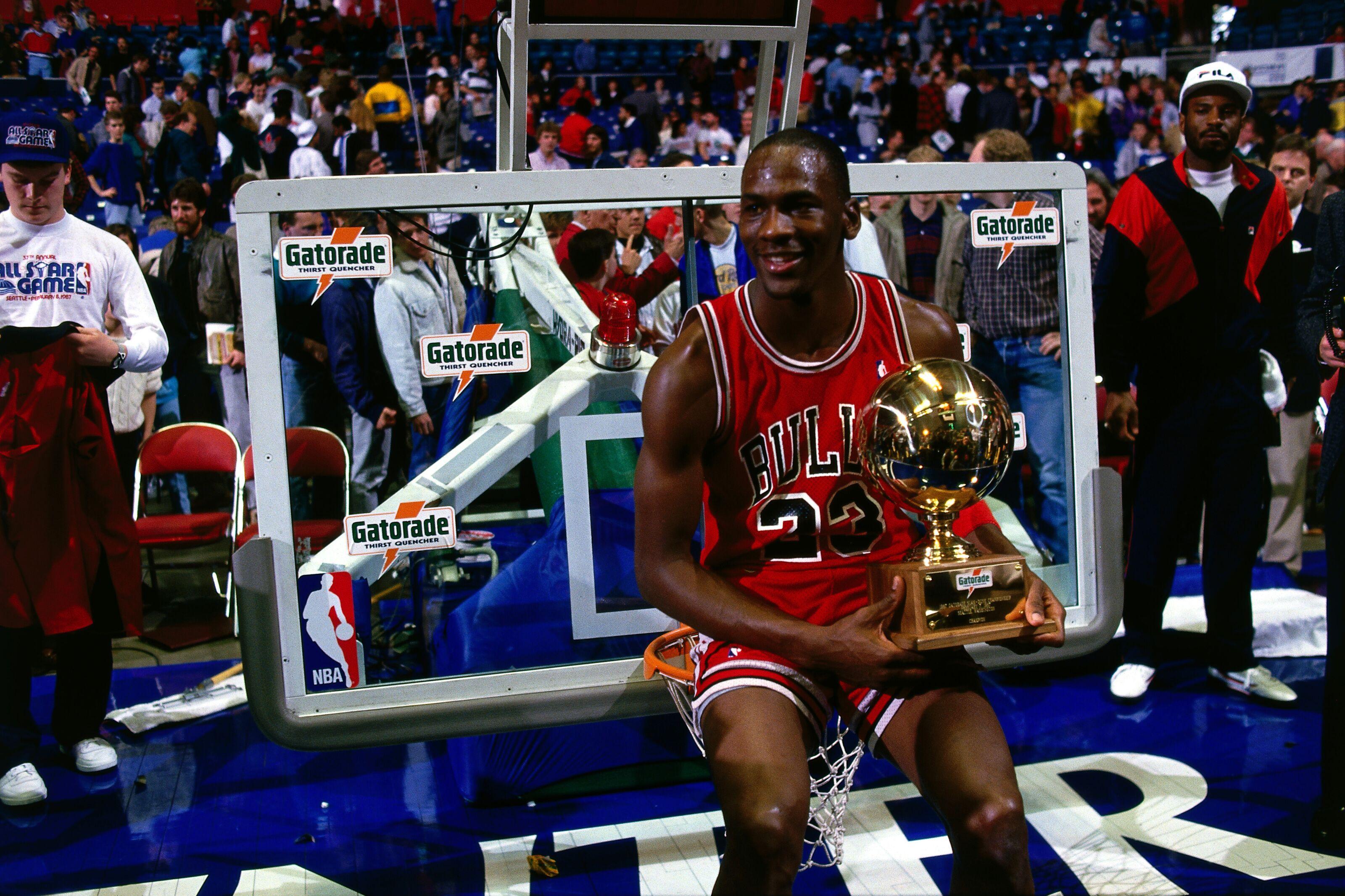 f250d38cd Chicago Bulls  Re-ranking Michael Jordan s top 5 perfect dunk contest scores