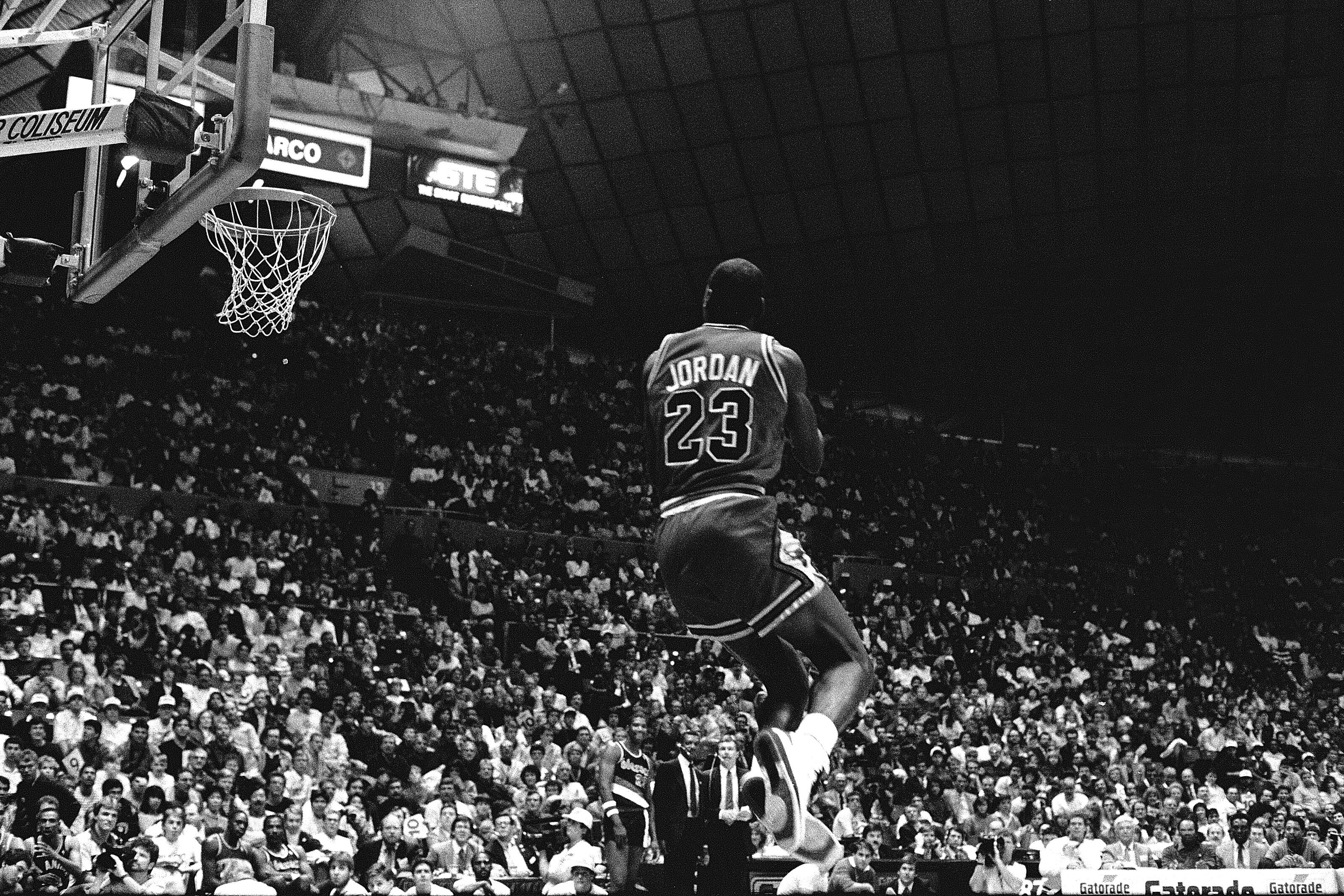 separation shoes 2e3f4 86dbf Chicago Bulls  Re-ranking Michael Jordan s top 5 perfect dunk contest scores