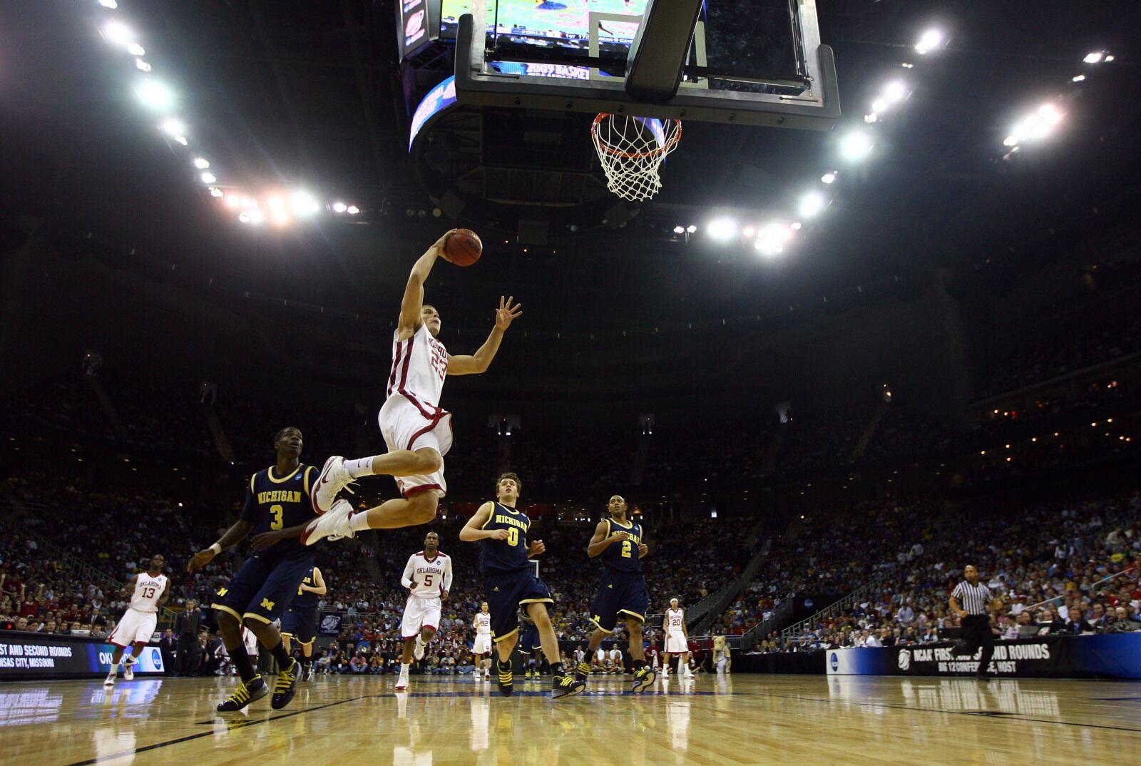 Detroit Pistons: Remembering Blake Griffin's insane career at Oklahoma