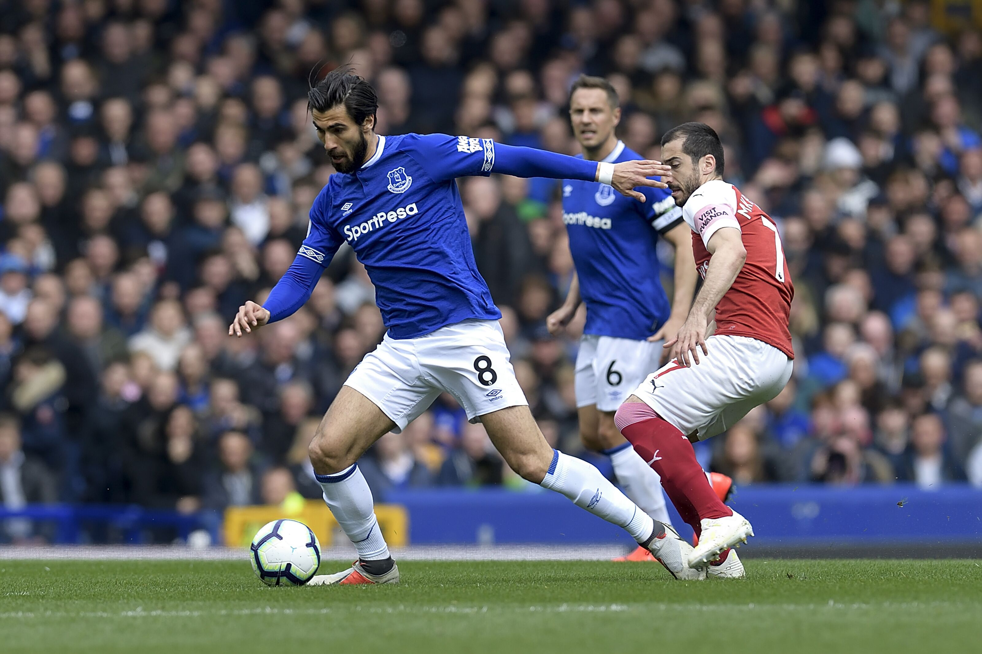 Everton lead chase to sign Andre Gomes and Jasper Cillessen