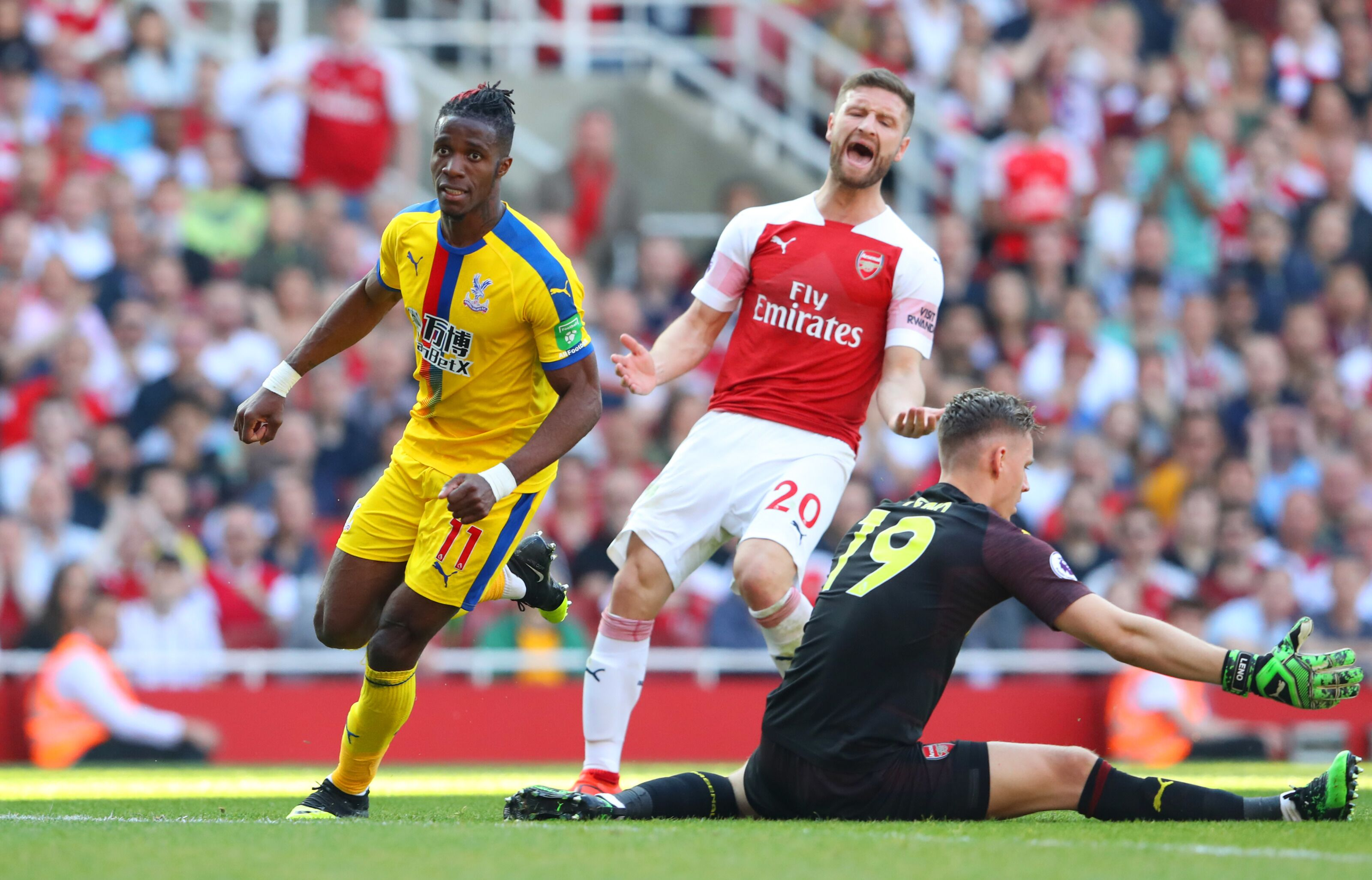 Arsenal: Unai Emery is being too tight with Wilfried Zaha