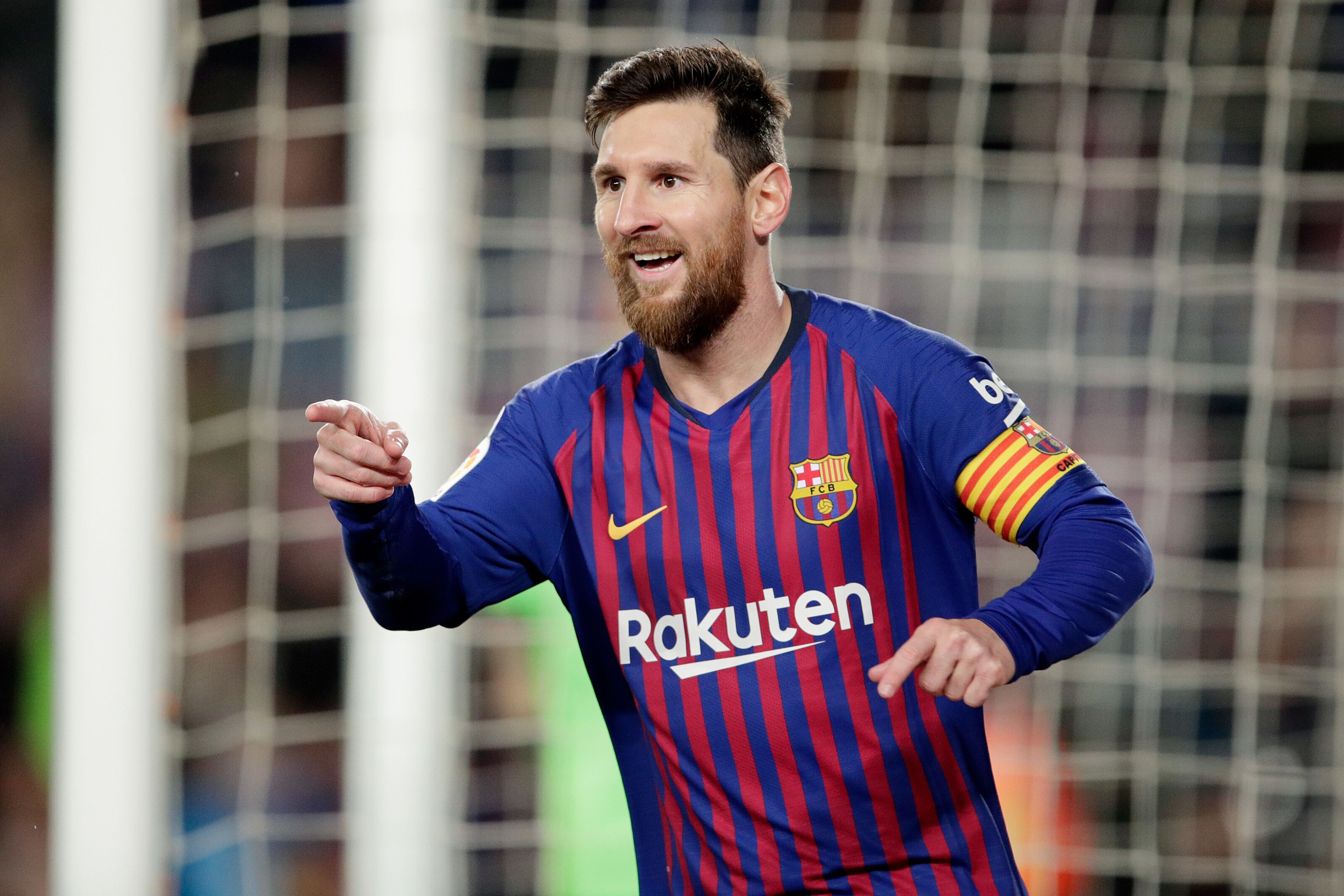 Barcelona and Messi hope to steal Real Madrid's Galactico