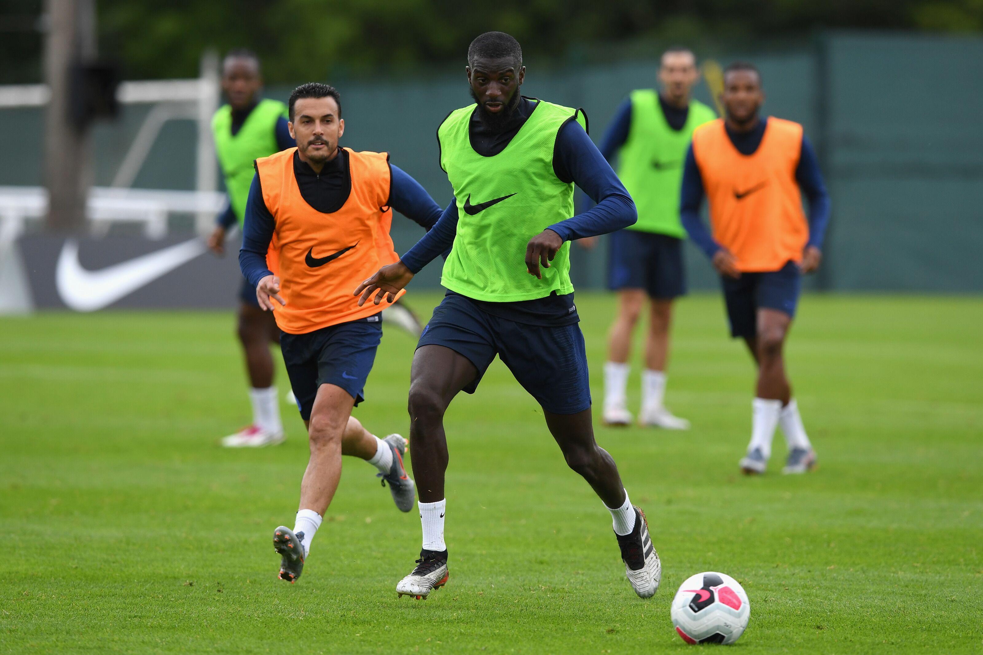 PSG pondering year long loan move for Chelsea midfielder