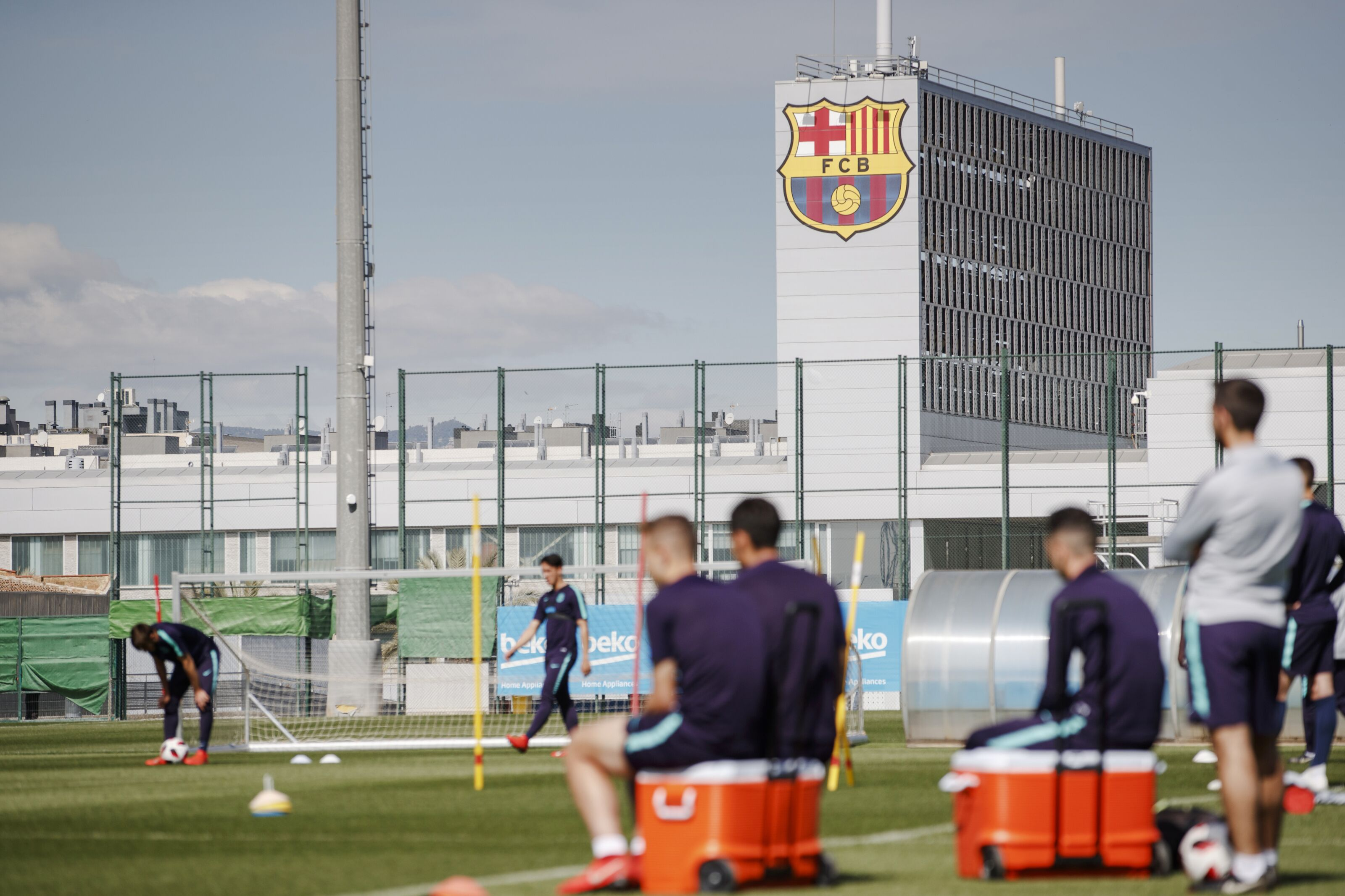 Barcelona sign youngster Louie Barry from West Brom