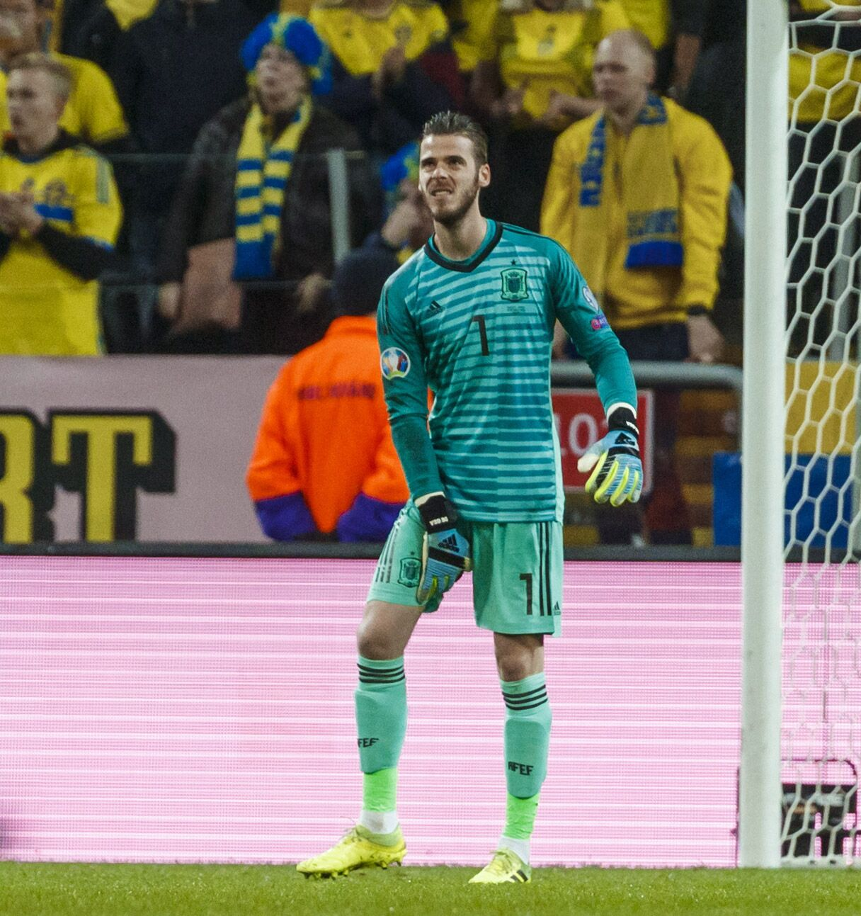 Manchester United keeper De Gea could miss key Liverpool clash