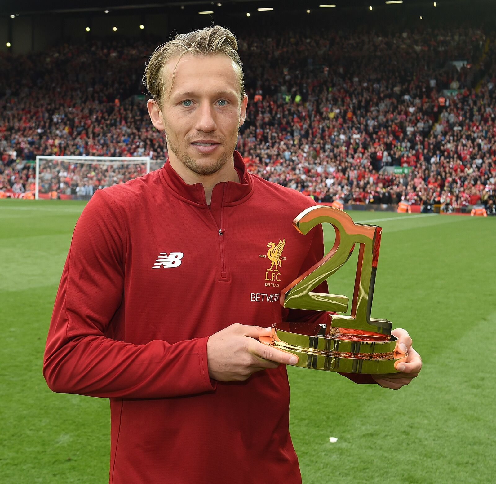 Liverpool fans help give Lucas Leiva Player of the Year award at Lazio
