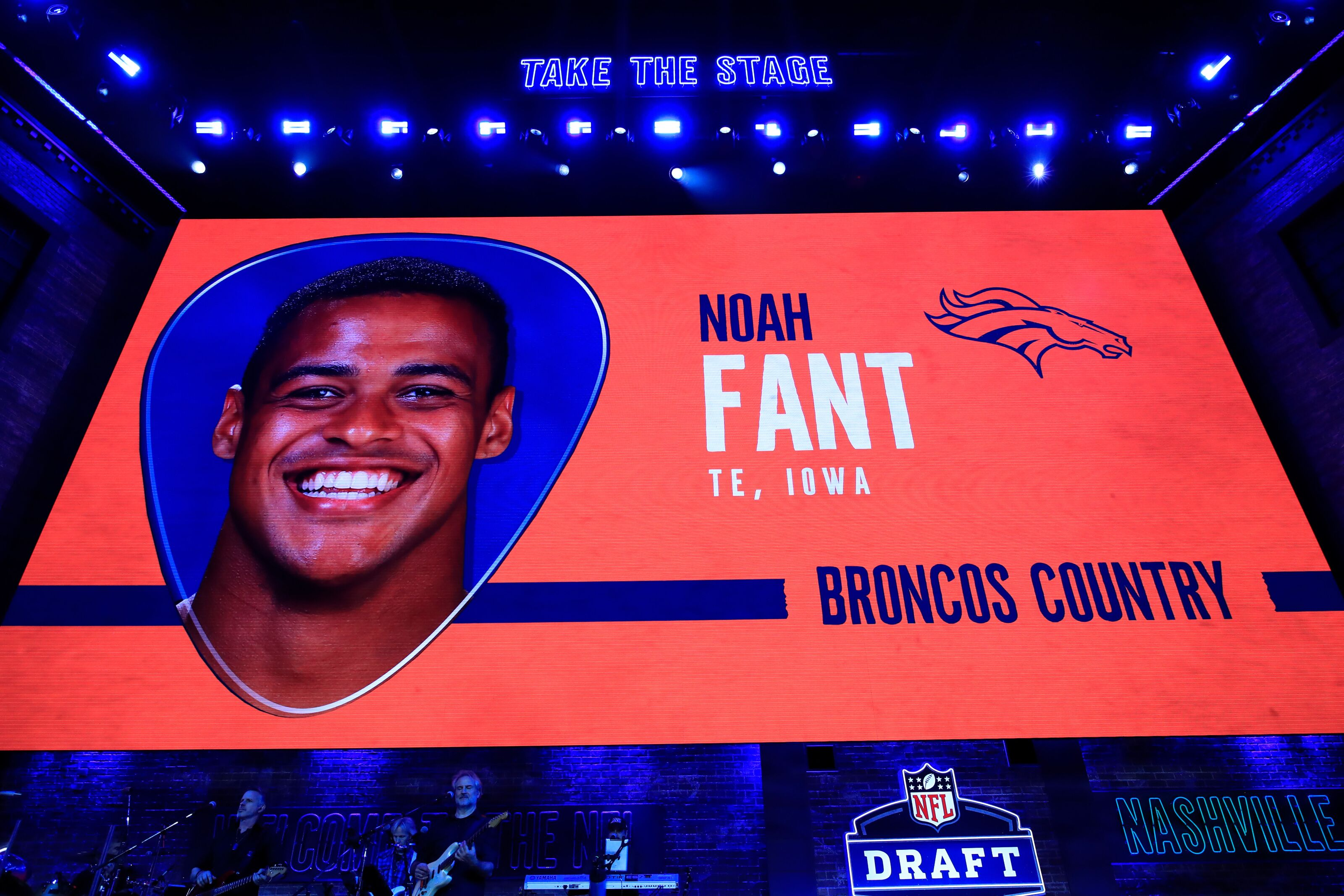Noah Fant signs his first contract with the Denver Broncos