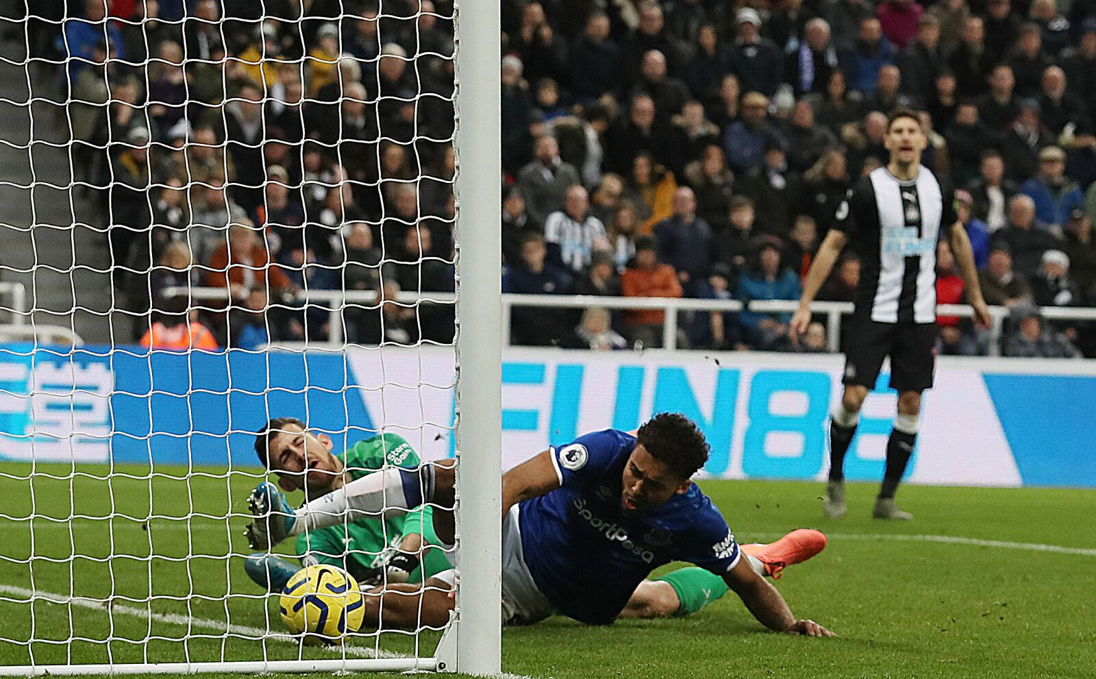 Everton to bounce back against Magpies