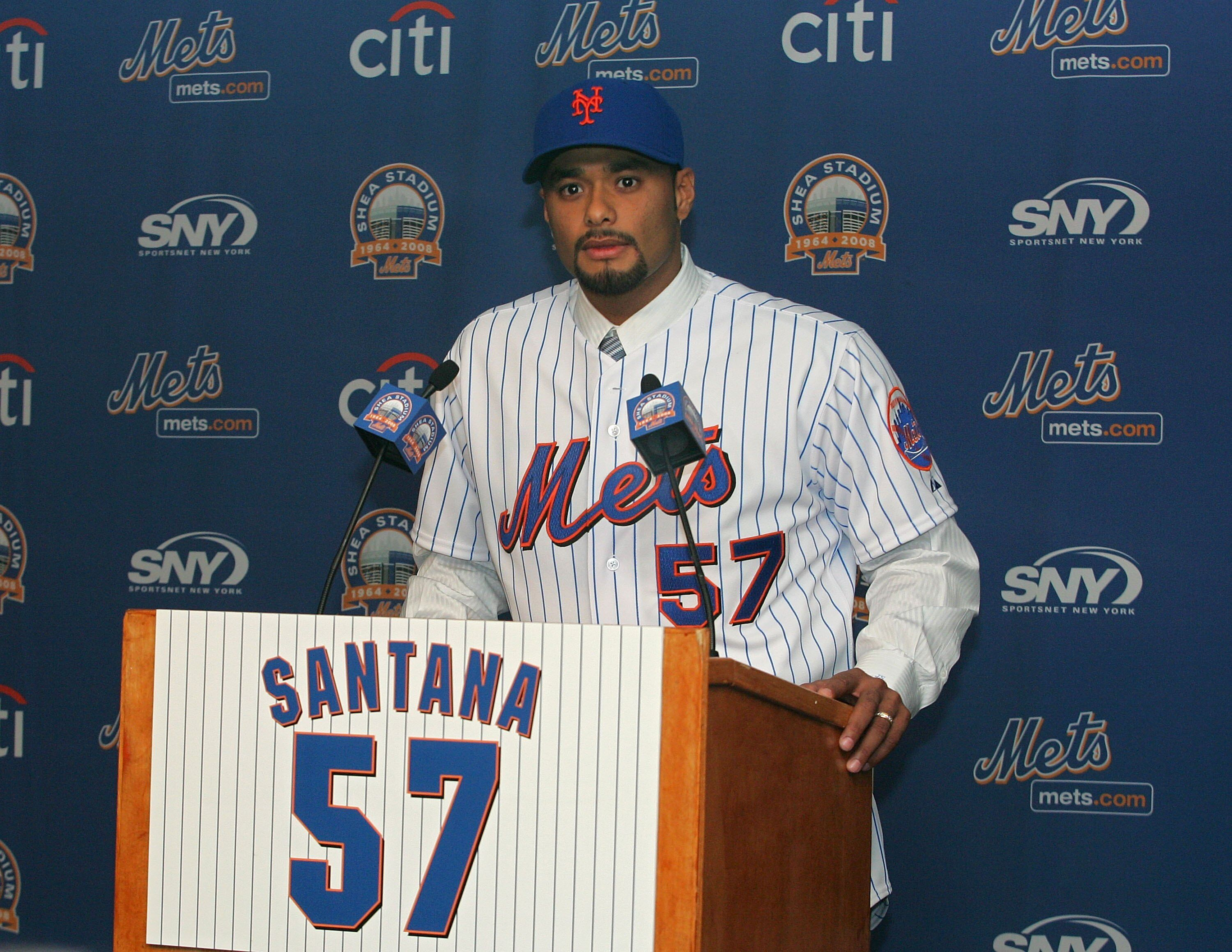 79644865-new-york-mets-introduce-johan-santana.jpg