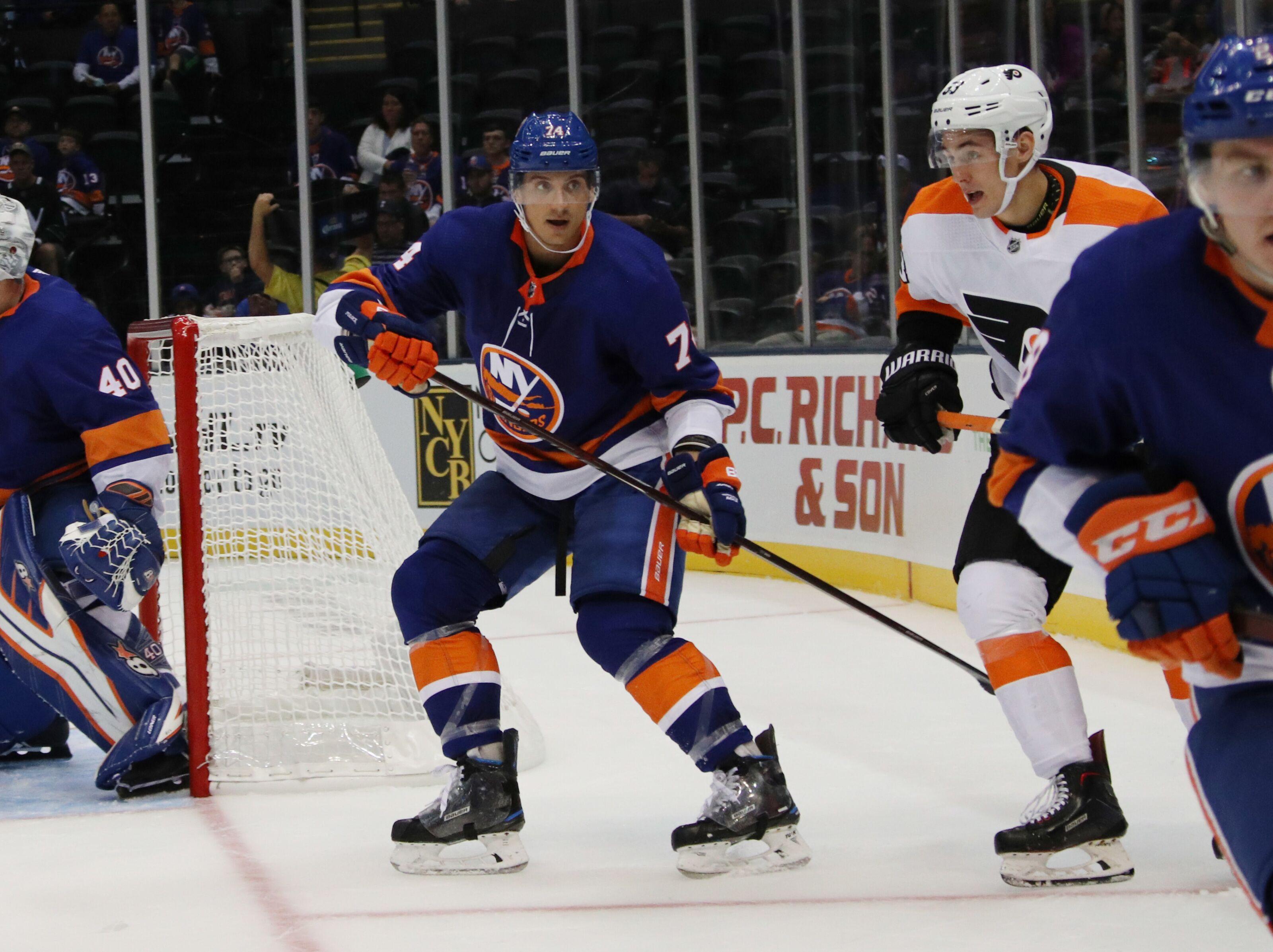 f84c837eeb3 New York Islanders sign Luca Sbisa to ill-advised one-year deal
