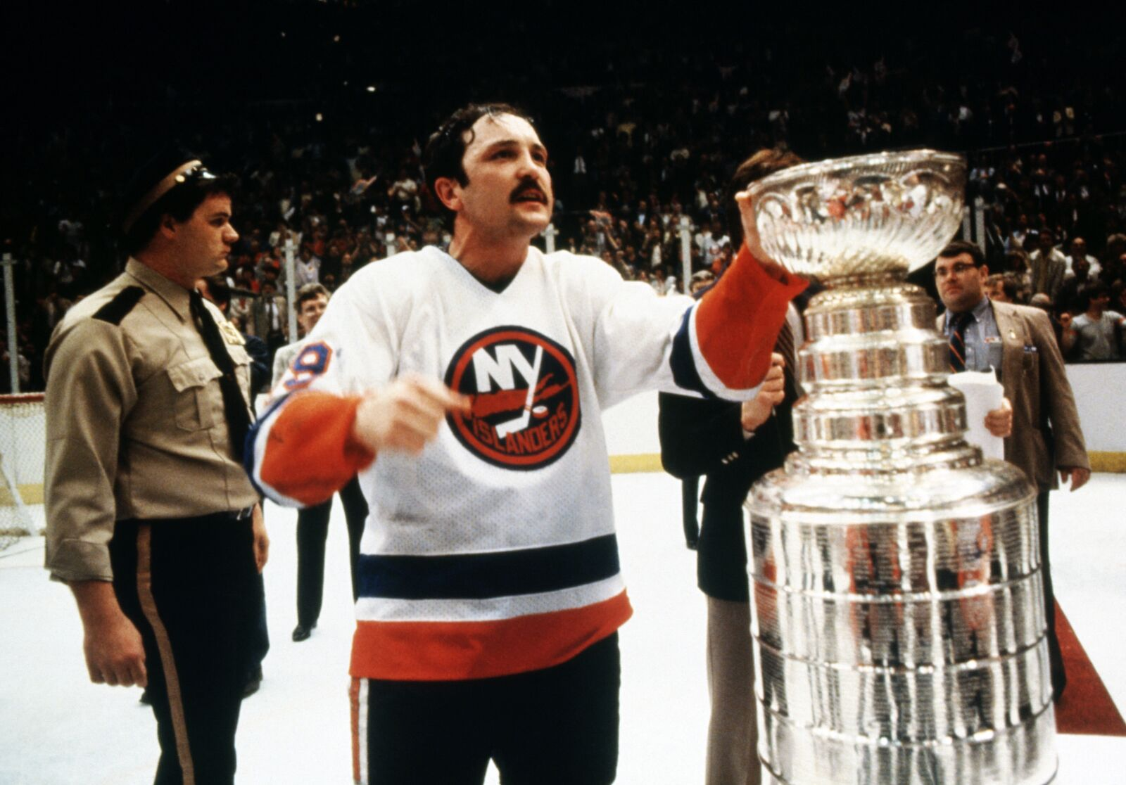 the best attitude 3b525 123f0 The Case To Move The New York Islanders Back To Nassau Coliseum
