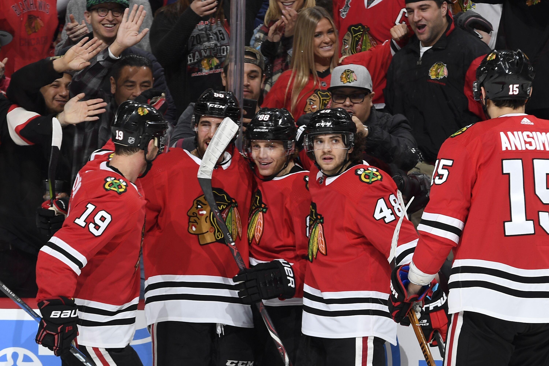 930535046-boston-bruins-v-chicago-blackhawks.jpg