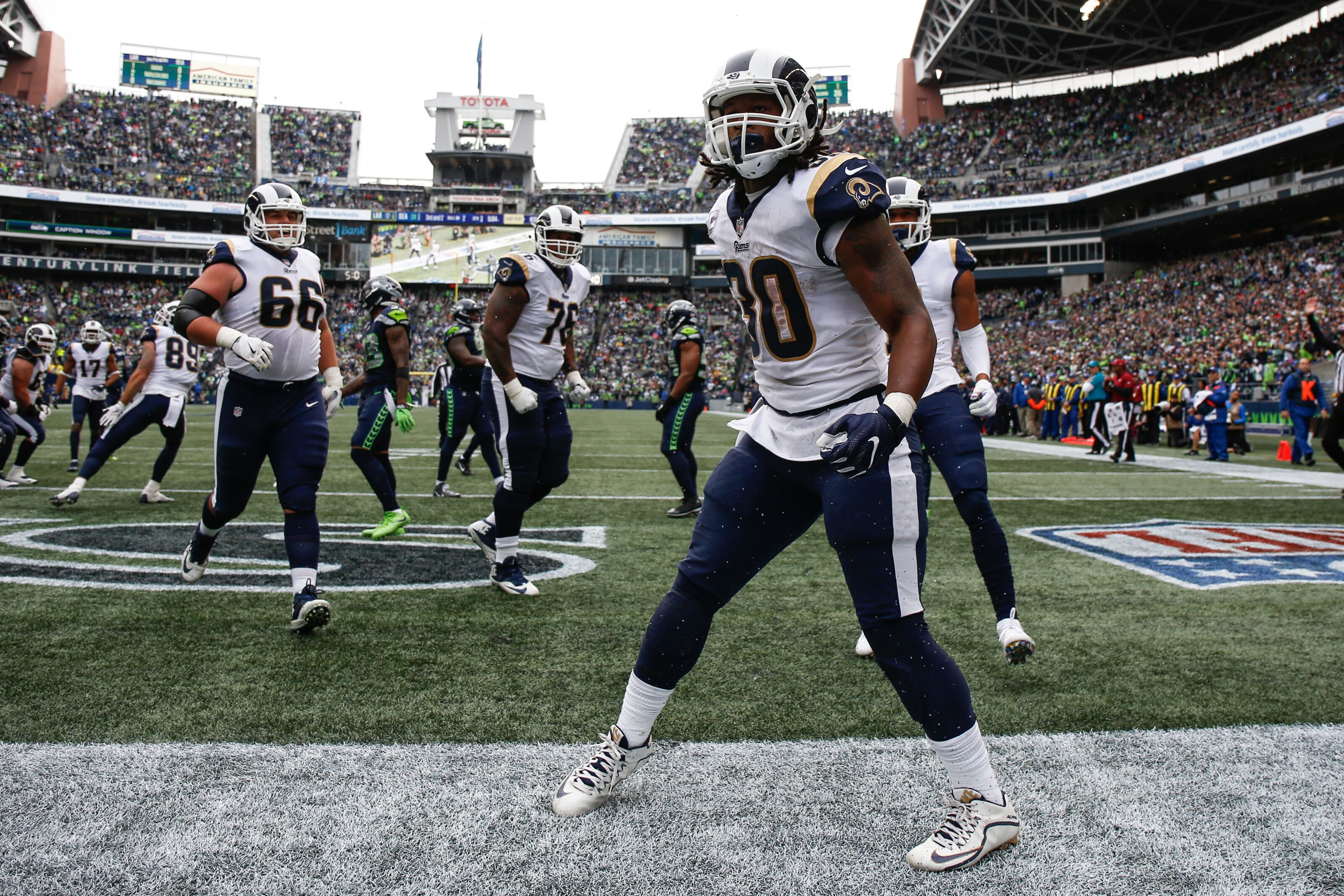 7f93ce14f Los Angeles Rams RB Todd Gurley scores 3 TD's in win against Seahawks