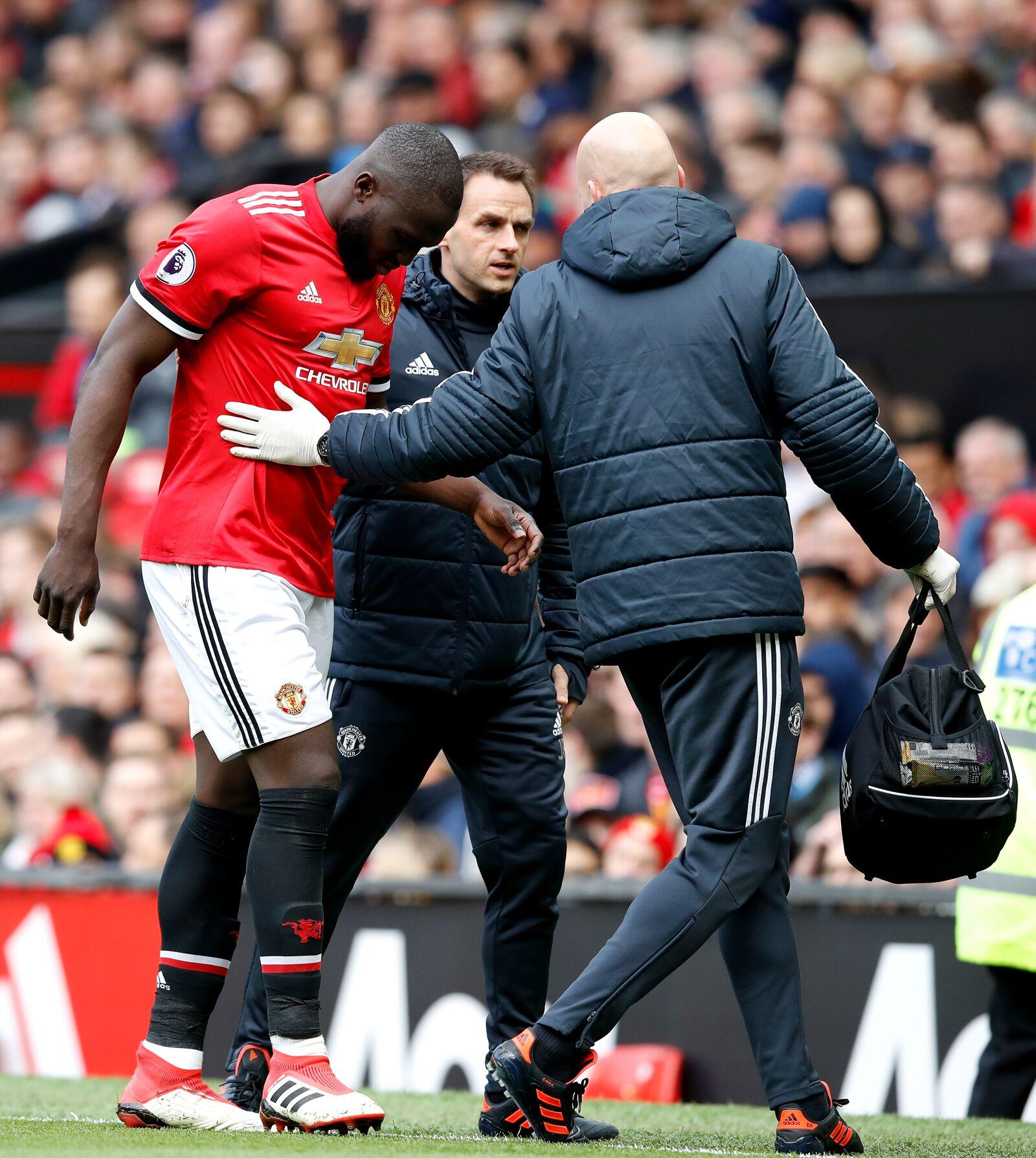 Romelu Lukaku Image 1: Manchester United: Romelu Lukaku Picks Up An Injury In 2-1