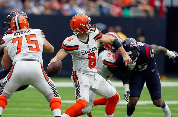 8e47bf53d HOUSTON, TX – OCTOBER 15: Kevin Hogan #8 of the Cleveland Browns looks for  a receiver in the fourth quarter against the Houston Texans at NRG Stadium  on ...