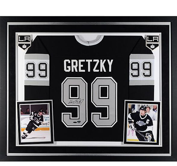 huge selection of 415d0 a9039 Los Angeles Kings Gift Guide: 10 must-have Wayne Gretzky items