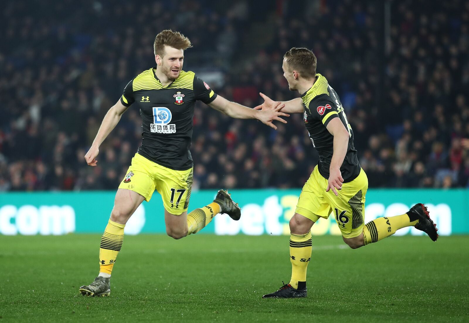 Crystal Palace 0-2 Southampton: Saints three points off fifth after another away win