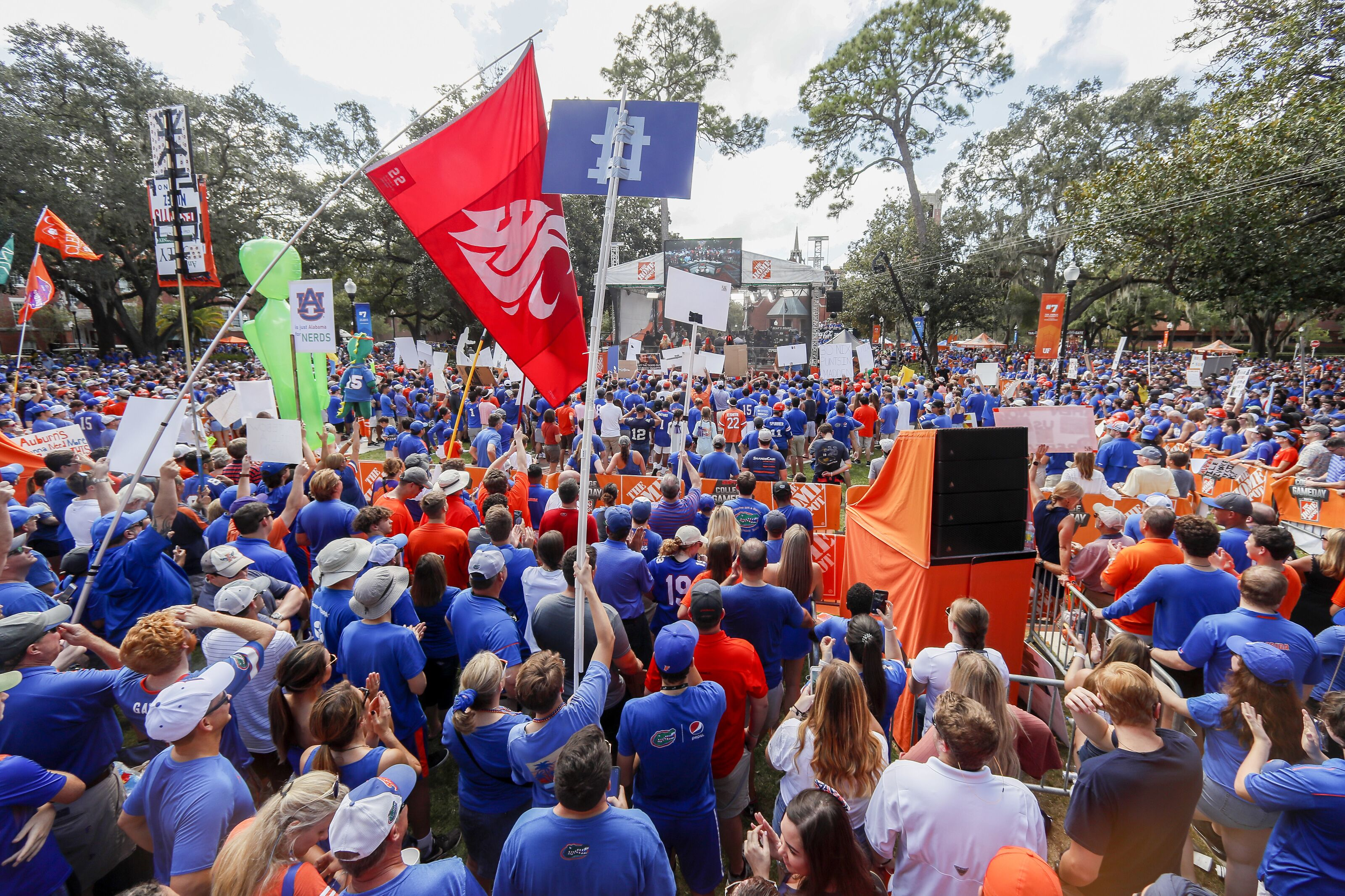 Who is the celebrity picker for College GameDay 2019 Week 7, Florida vs. LSU?