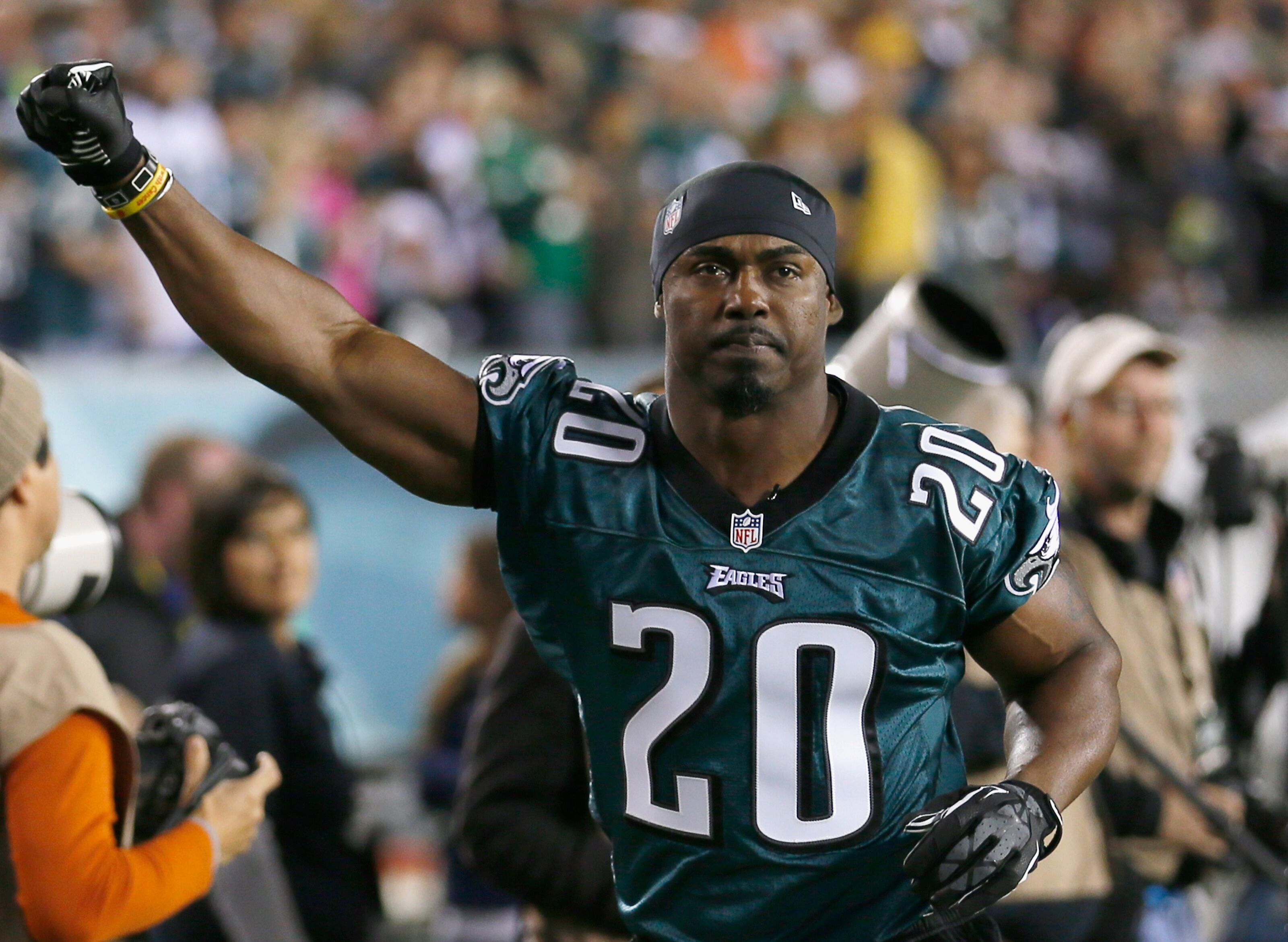 1e28147dbaa Philadelphia Eagles: Brian Dawkins continues to be inspiration during HOF