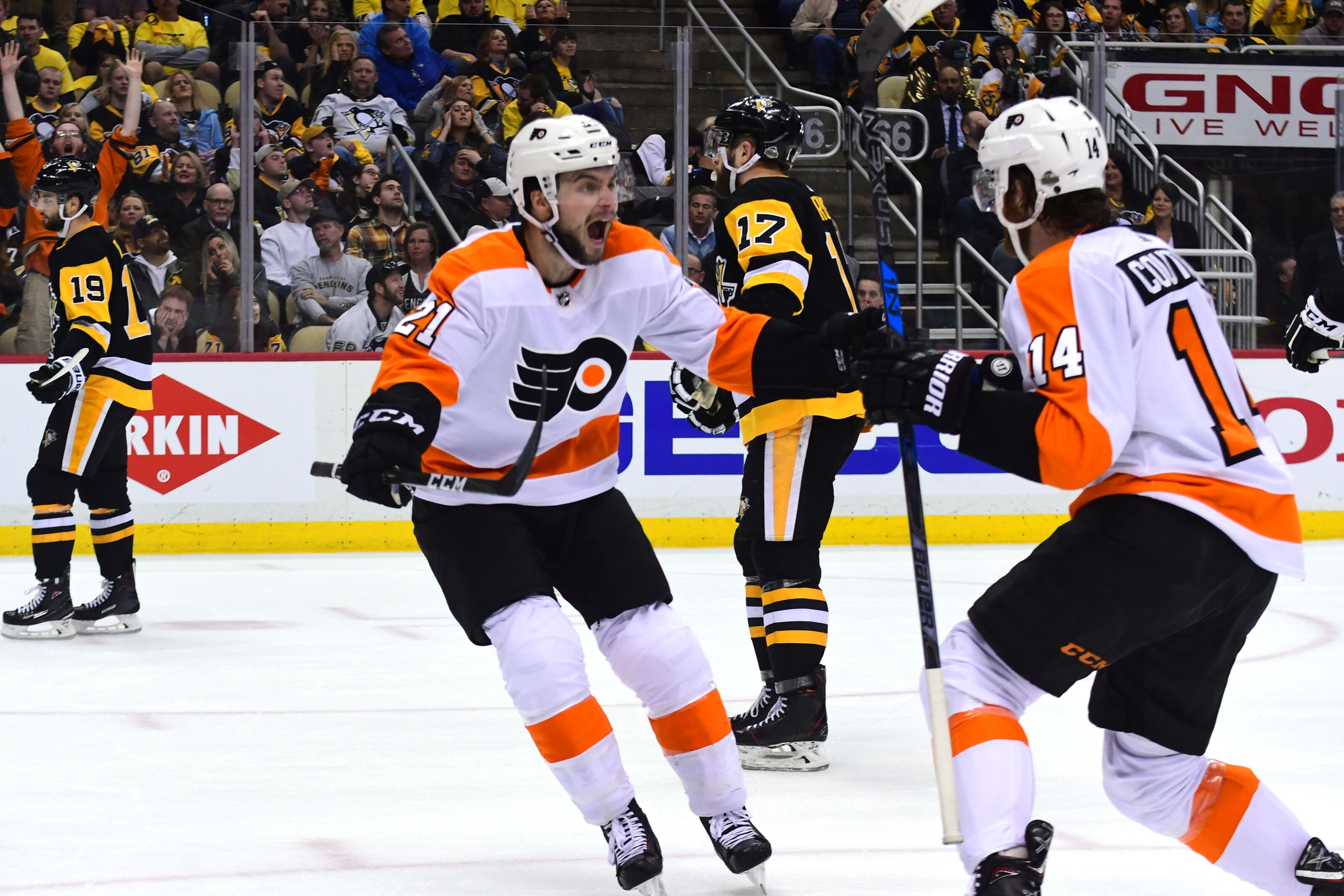 949719698-philadelphia-flyers-v-pittsburgh-penguins-game-five.jpg