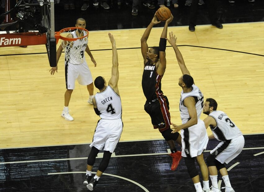 Aggressive Bosh Helps Miami Heat Even Series With Spurs