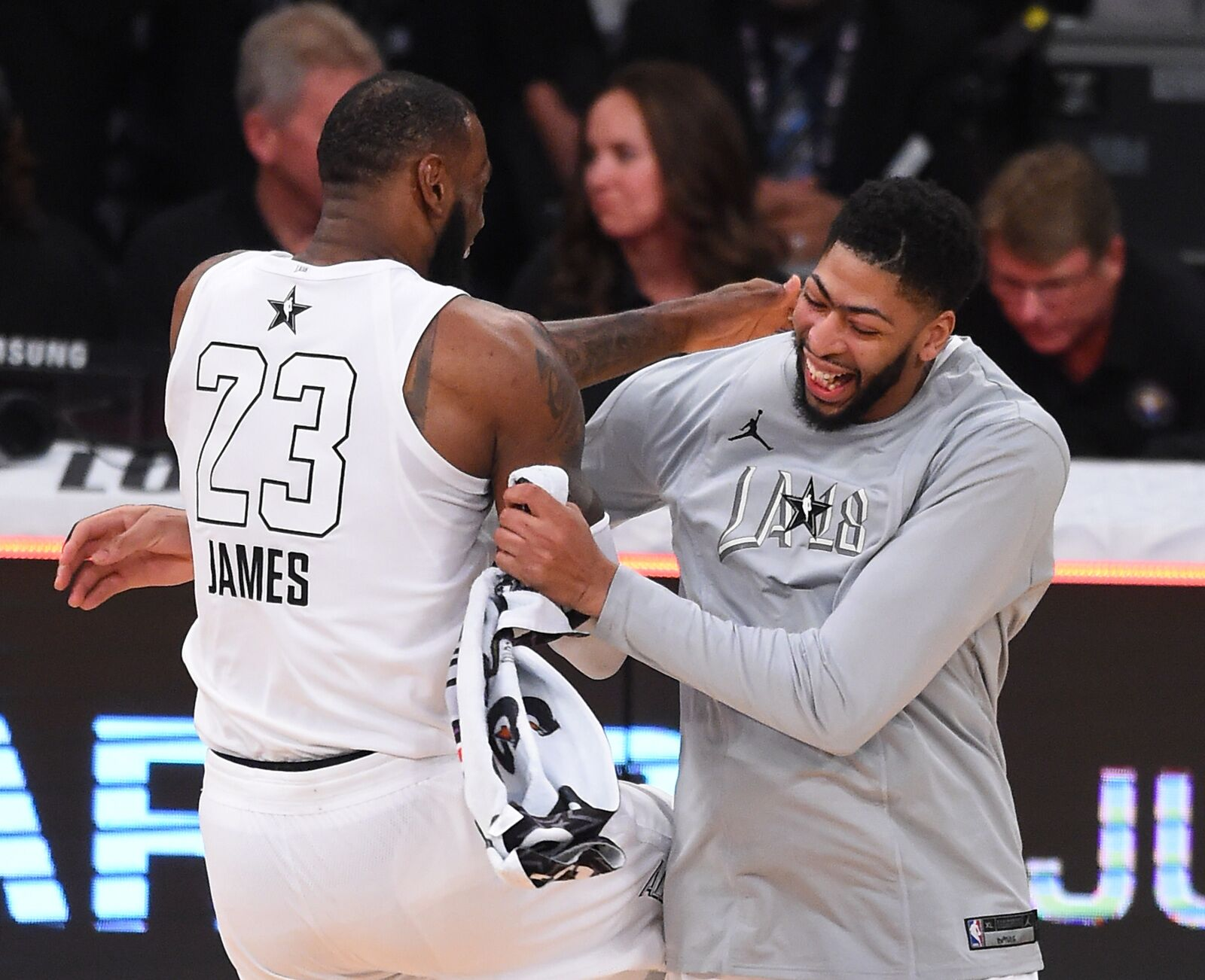 Los Angeles Lakers: The Lakers should give up everything for Anthony Davis