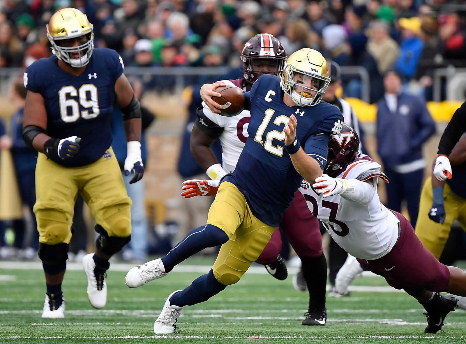 Notre Dame Football: Ian Book is becoming a legit dual-threat