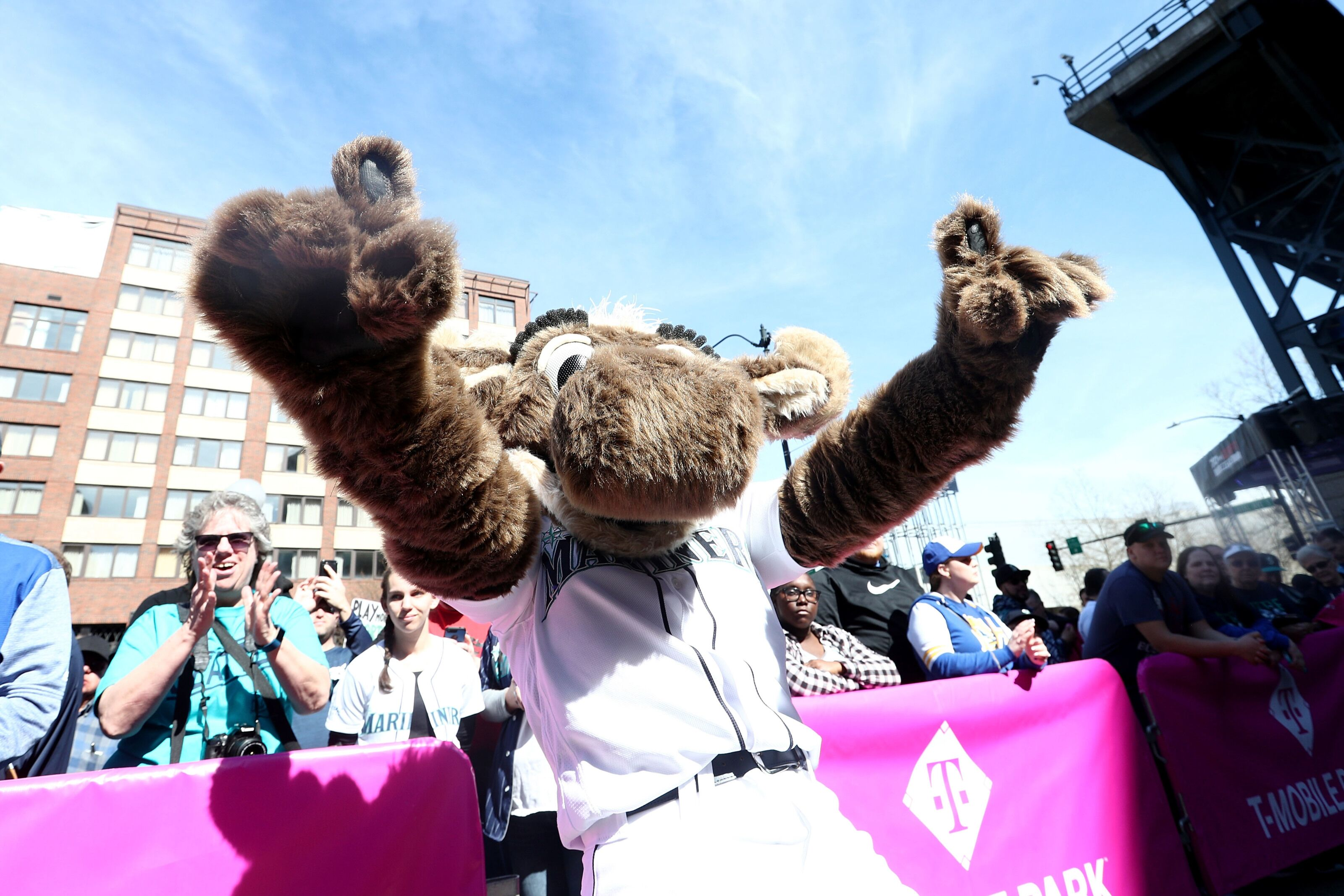 Mariners: Moose emulates Joker in team's latest piece of PR gold