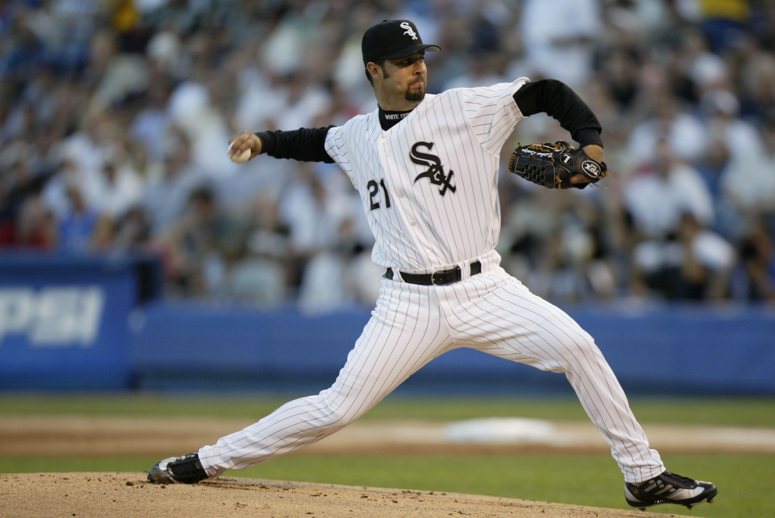 2194306-esteban-loaiza-throws.jpg