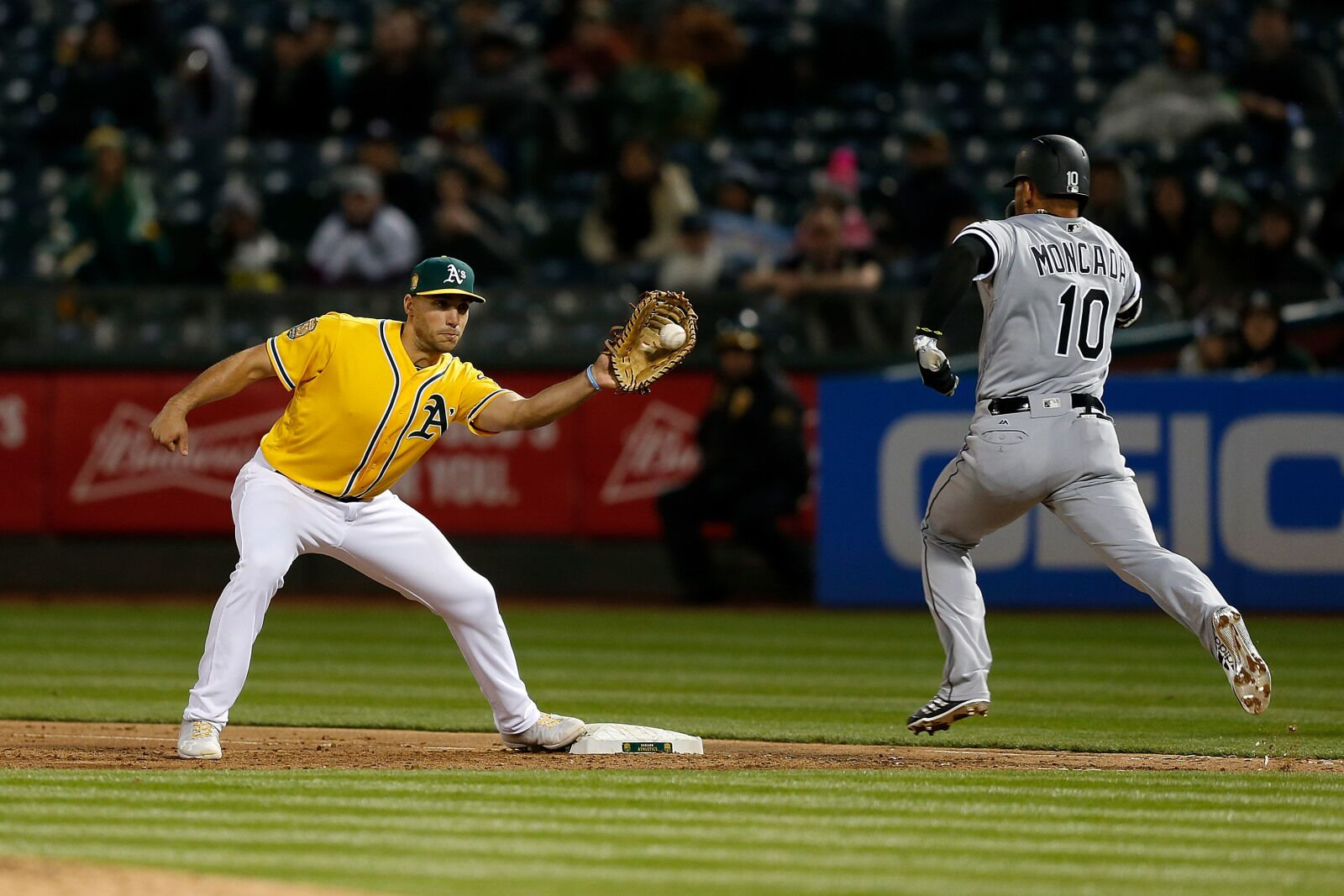 947269840-chicago-white-sox-v-oakland-athletics.jpg