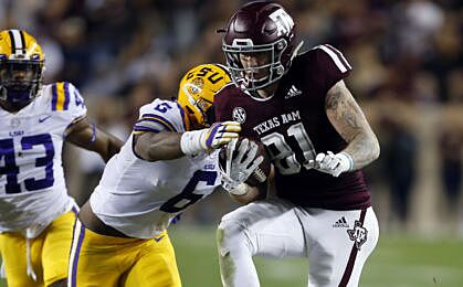 b85a4d2a COLLEGE STATION, TEXAS – NOVEMBER 24: Jace Sternberger #81 of the Texas A&M  Aggies runs past Jacob Phillips #6 of the LSU Tigers after a catch during  the ...