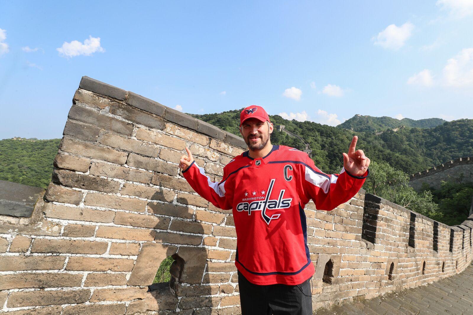 Washington Capitals: Alex Ovechkin checks out Great Wall of China