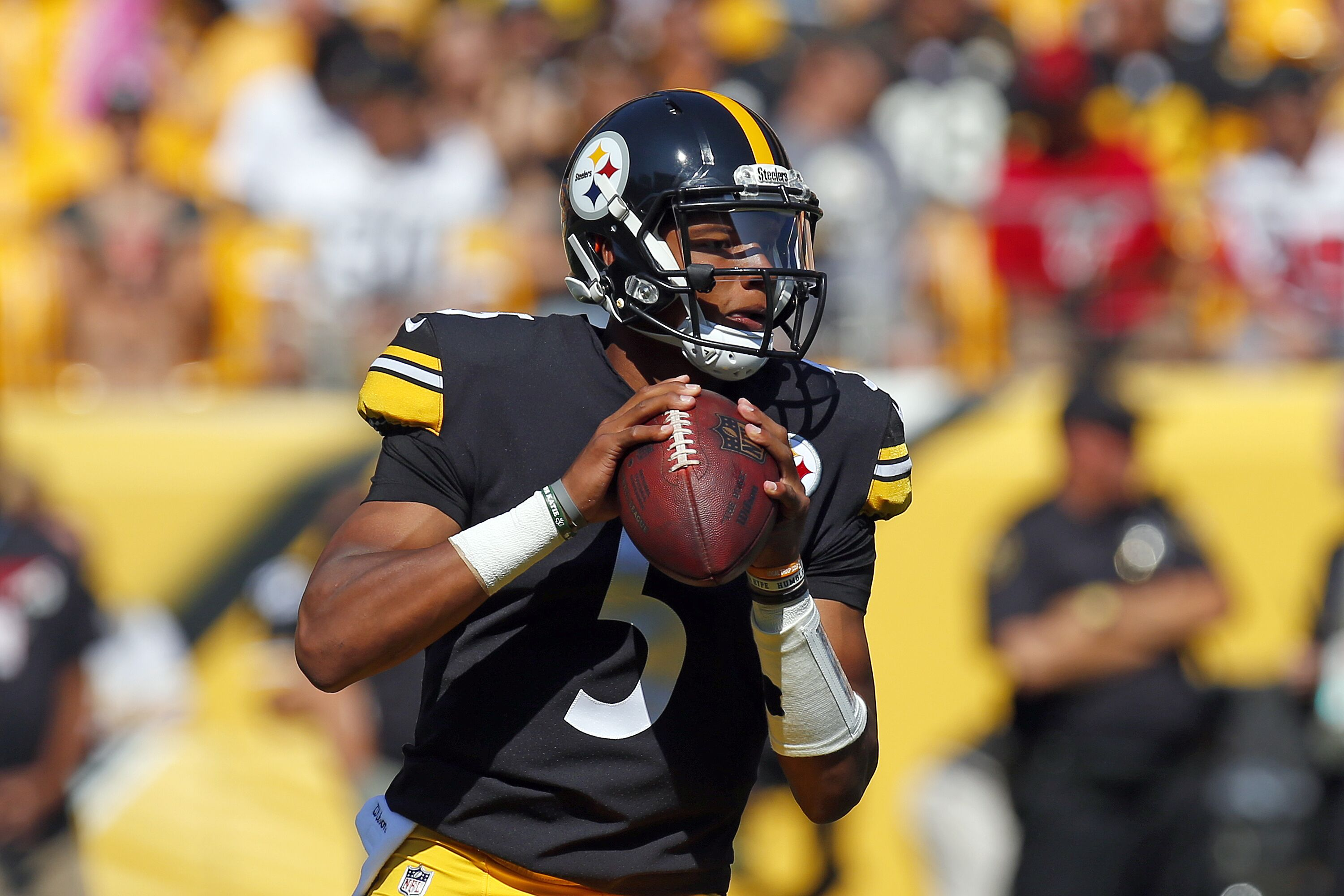 b8ac665ff92 Pittsburgh Steelers: Jones, Dobbs and Rudolph are taking advantage
