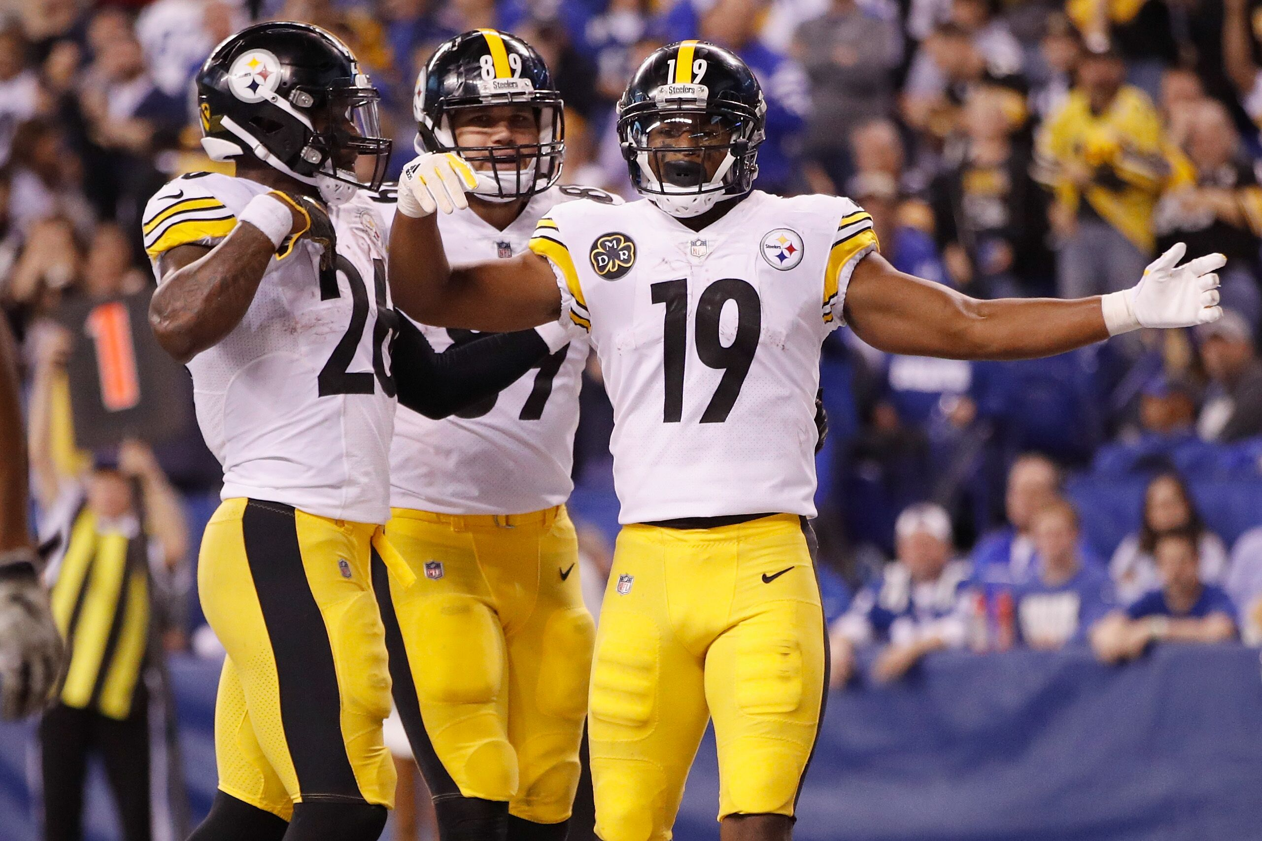 873328514-pittsburgh-steelers-v-indianapolis-colts.jpg