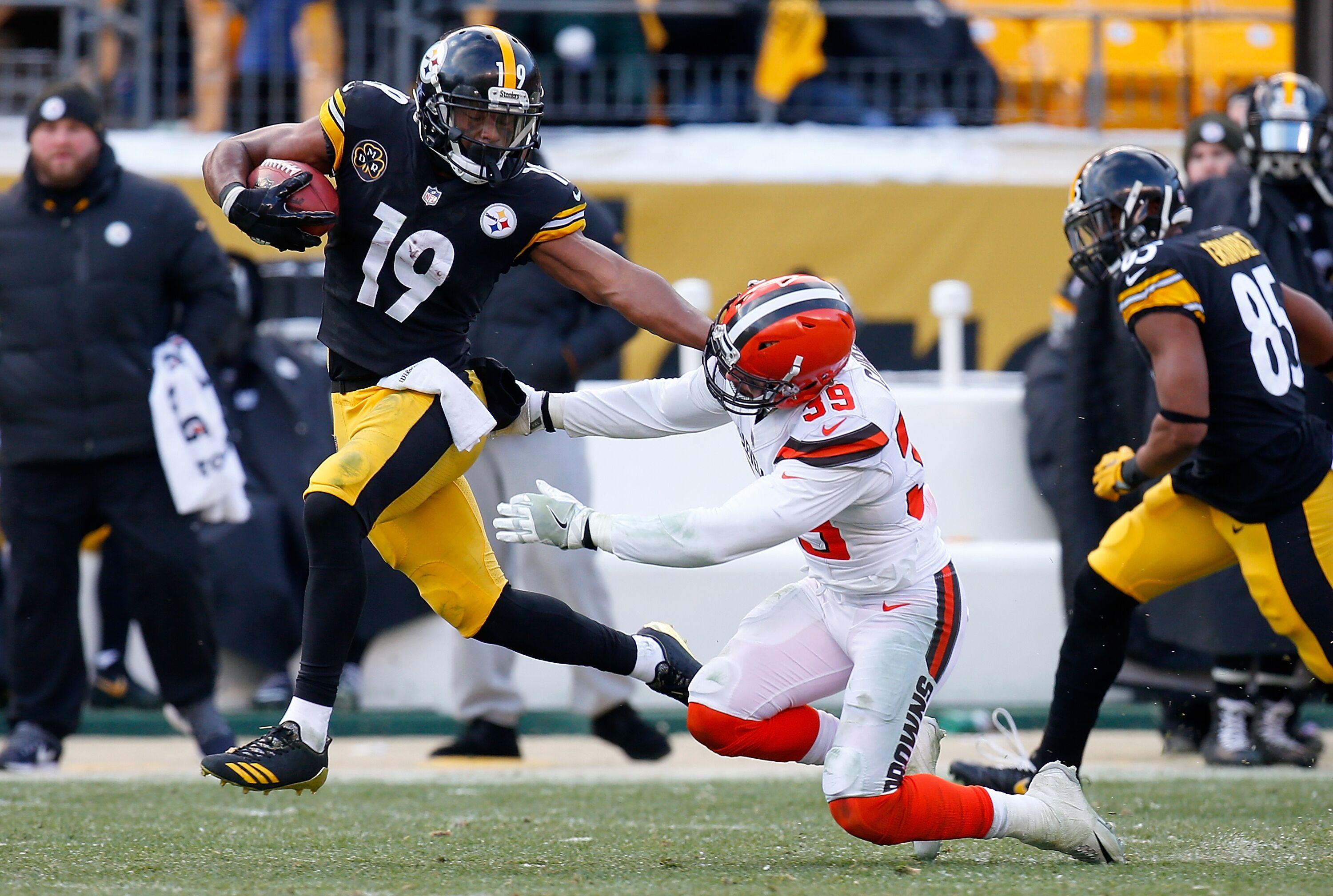 Pittsburgh Steelers Meet The Opponent Cleveland Browns
