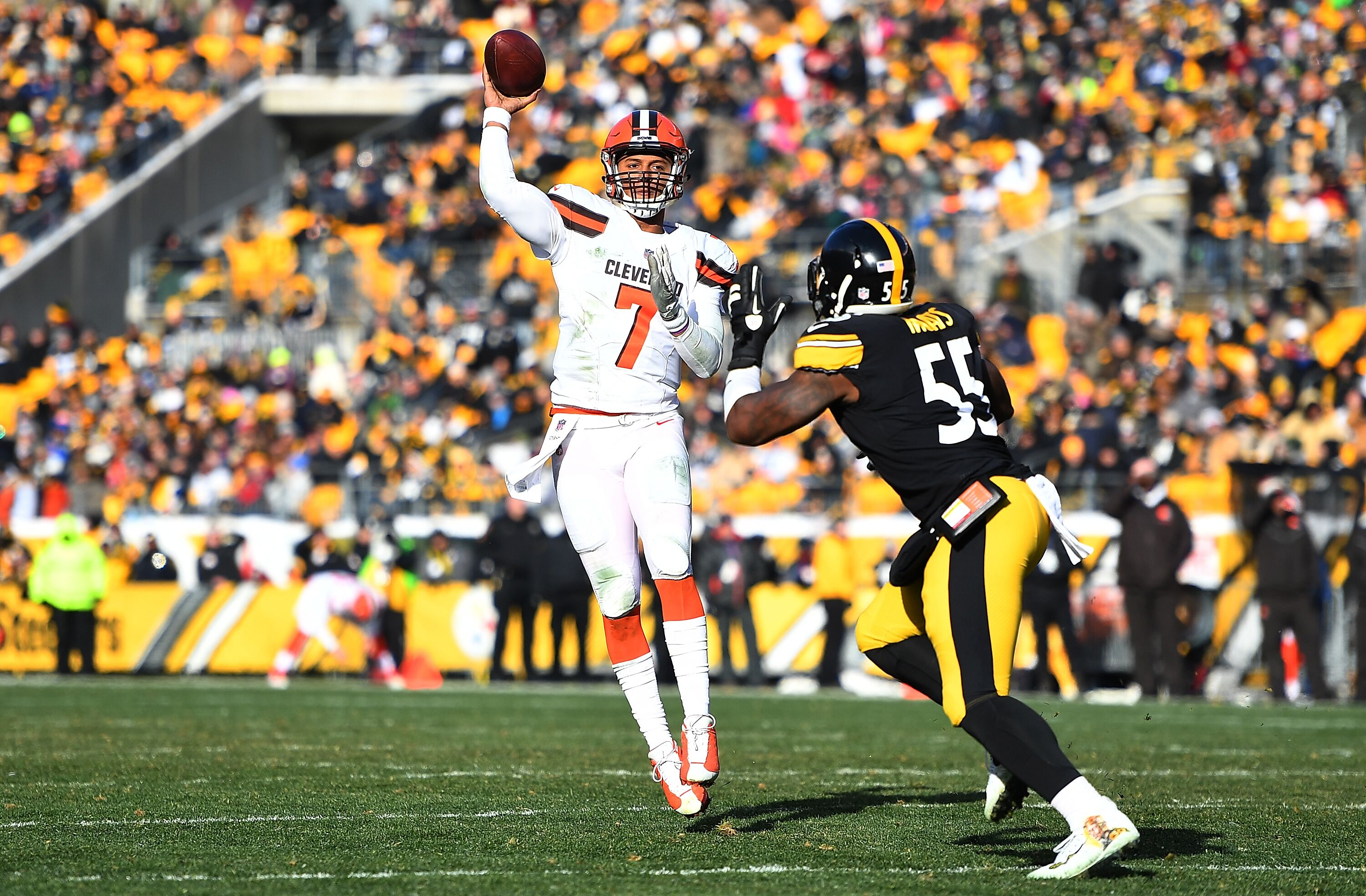 900098572-cleveland-browns-v-pittsburgh-steelers.jpg