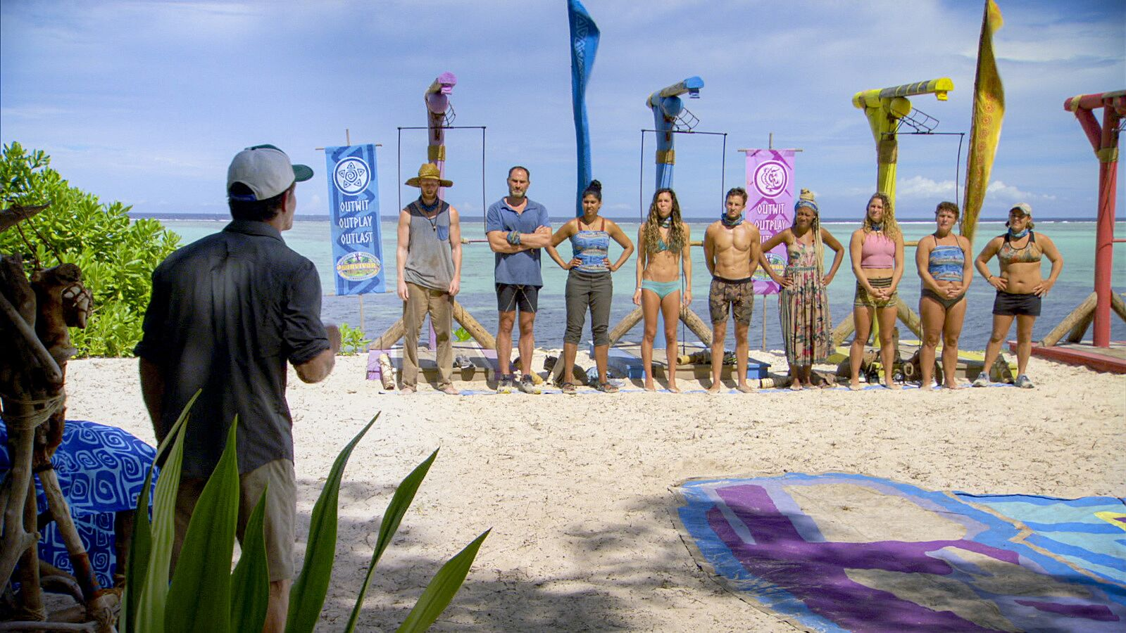 The players before this week's immunity challenge, with Lauren's Immunity Idol on the line.
