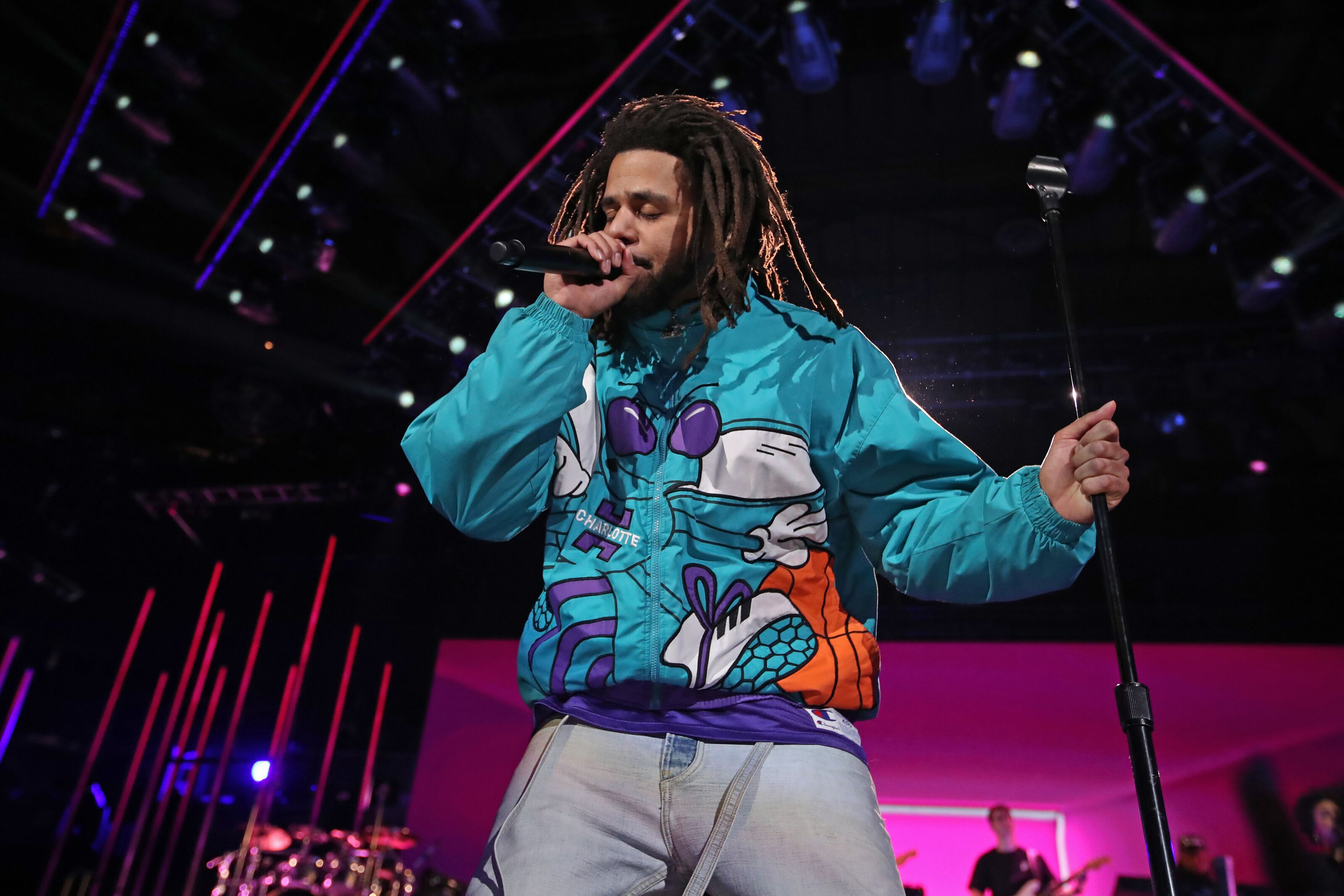 Charlotte Hornets surprise J. Cole with custom jersey at practice
