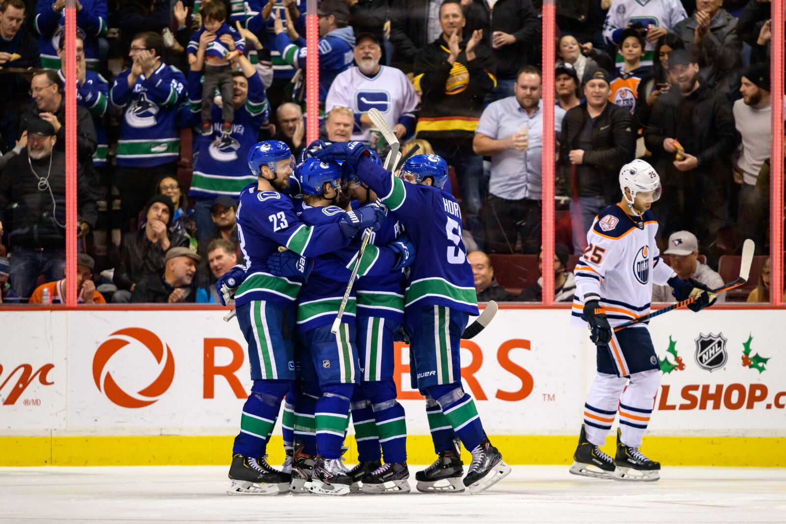 a48943a98cd Elias Pettersson and Canucks Twitter win big over Oilers