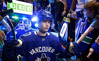 4e6835cec70 VANCOUVER, BC – APRIL 2: Elias Pettersson #40 of the Vancouver Canucks  walks out to the ice during their NHL game against the San Jose Sharks at  Rogers ...