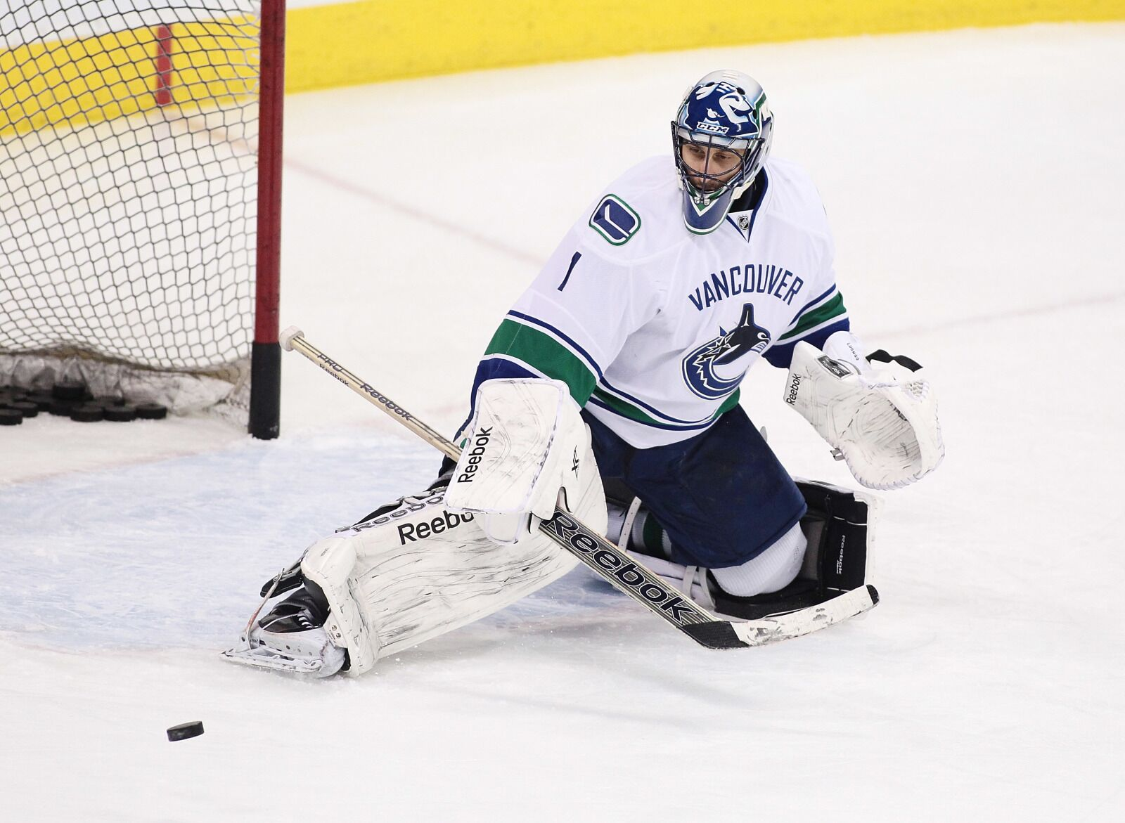 Vancouver Canucks roundtable: Should they retire Roberto Luongo's number?