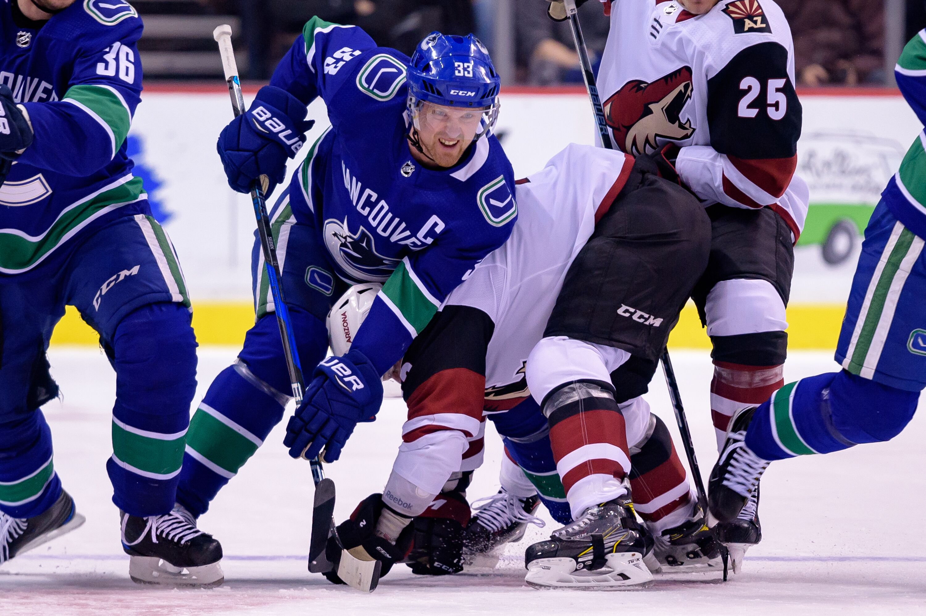 929508848-nhl-mar-07-coyotes-at-canucks.jpg
