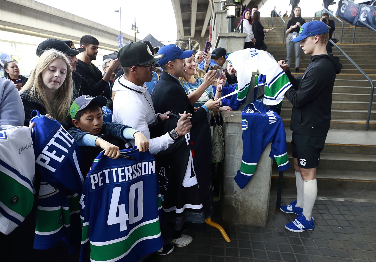 Vancouver Canucks: Thoughts on new and other rumoured jerseys