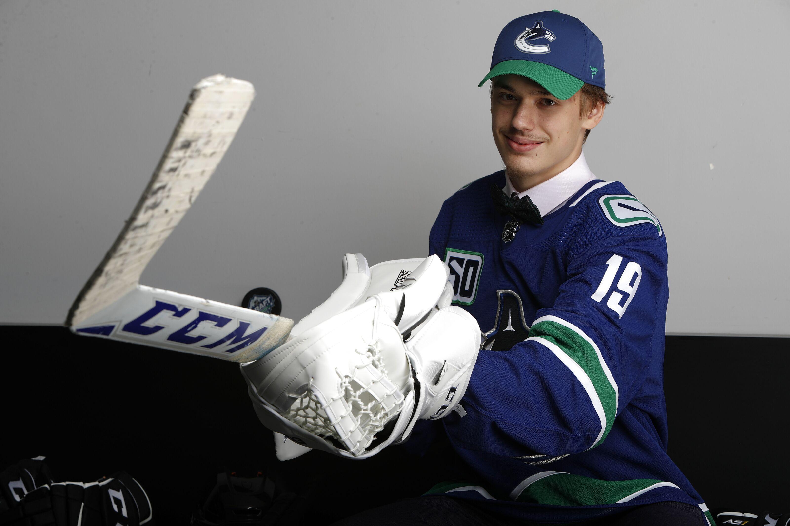 Vancouver Canucks sign 2019 draft pick Arturs Silovs