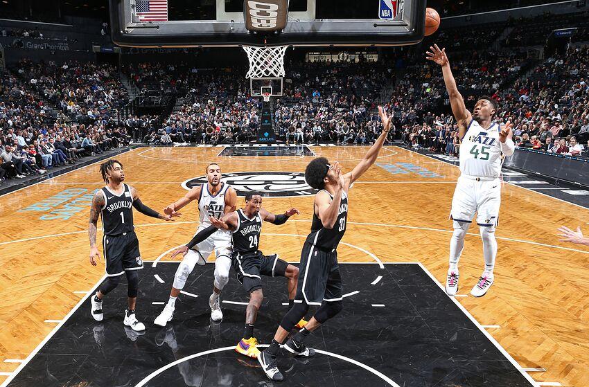 ae1fe9554139 BROOKLYN, NY - NOVEMBER 28: Donovan Mitchell #45 of the Utah Jazz shoots
