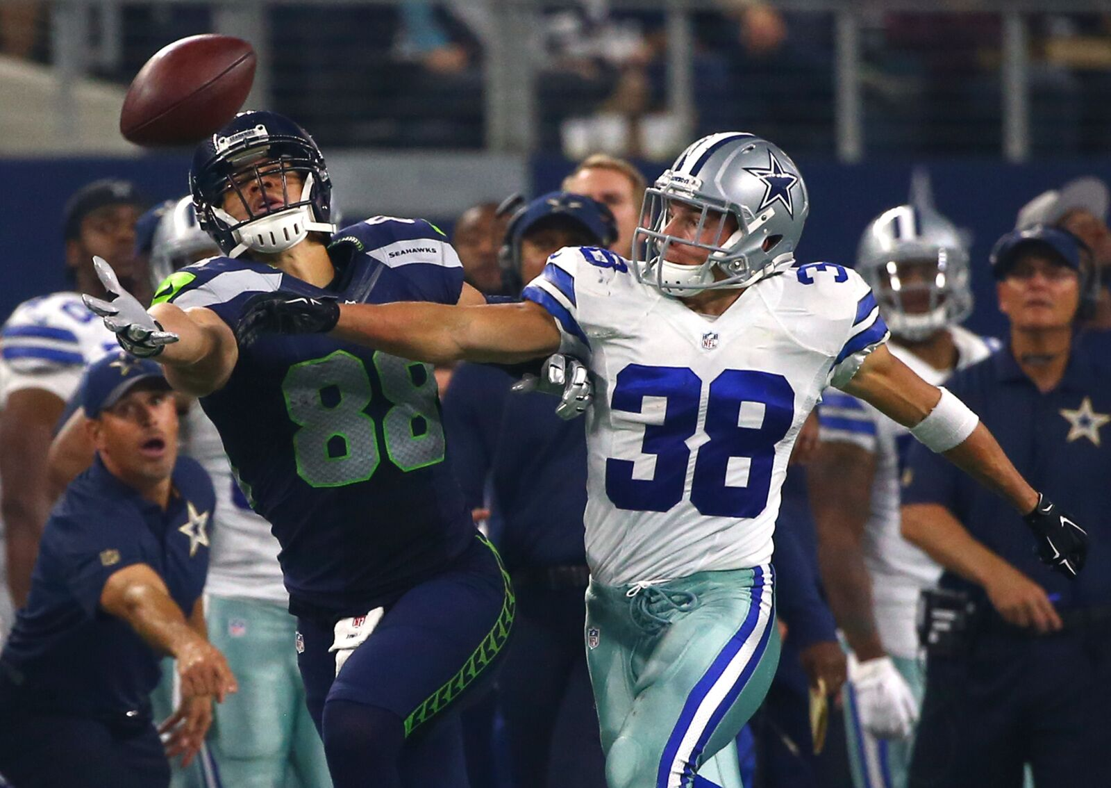 Dallas Cowboys have many advantages over the Seattle Seahawks 998c30e8a