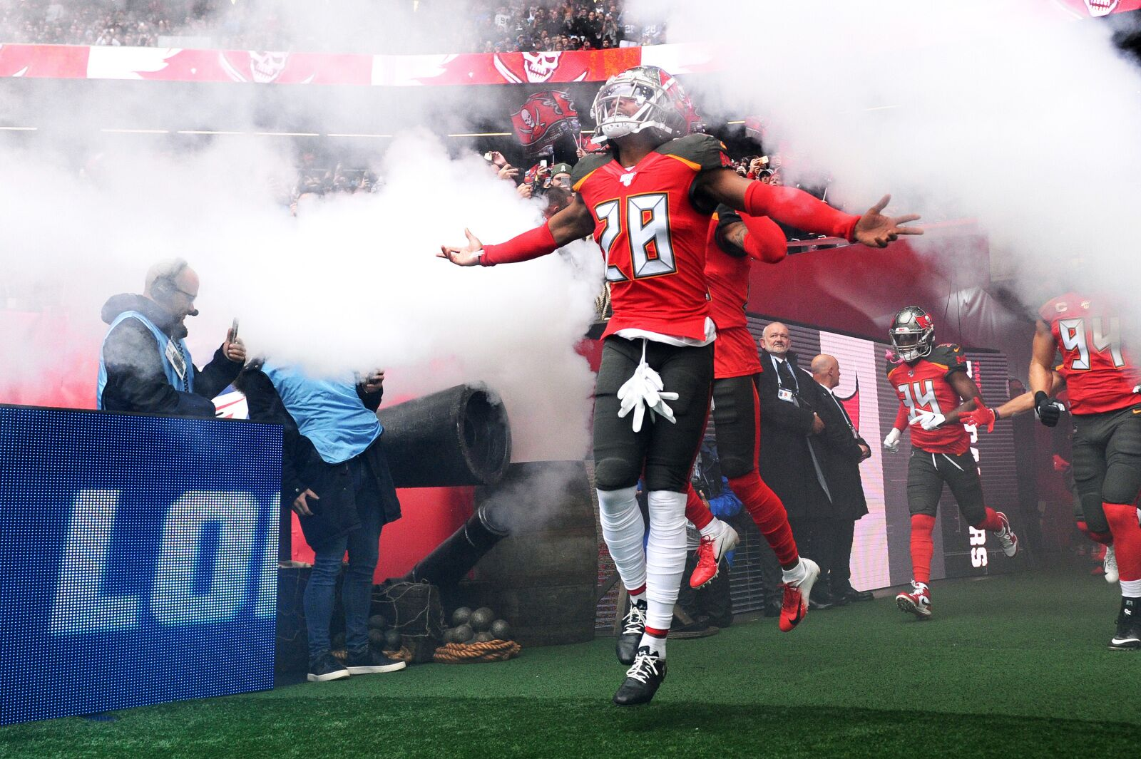 Houston Texans claims former Buccaneers cornerback Vernon Hargreaves