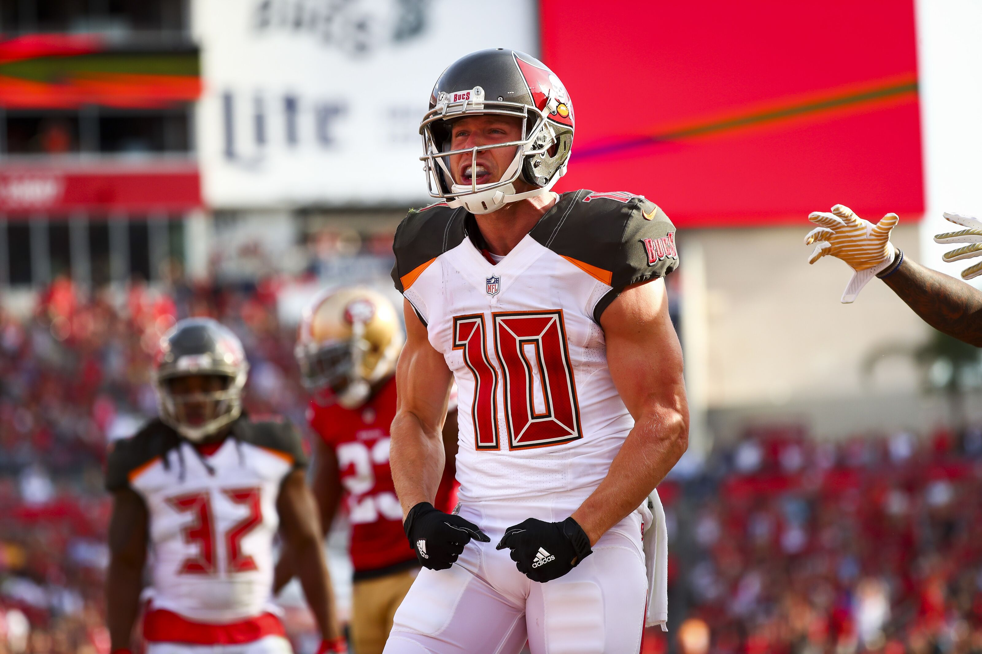 new product 09ddf 21bf2 Tampa Bay Buccaneers: Adam Humphries signs with Tennessee Titans