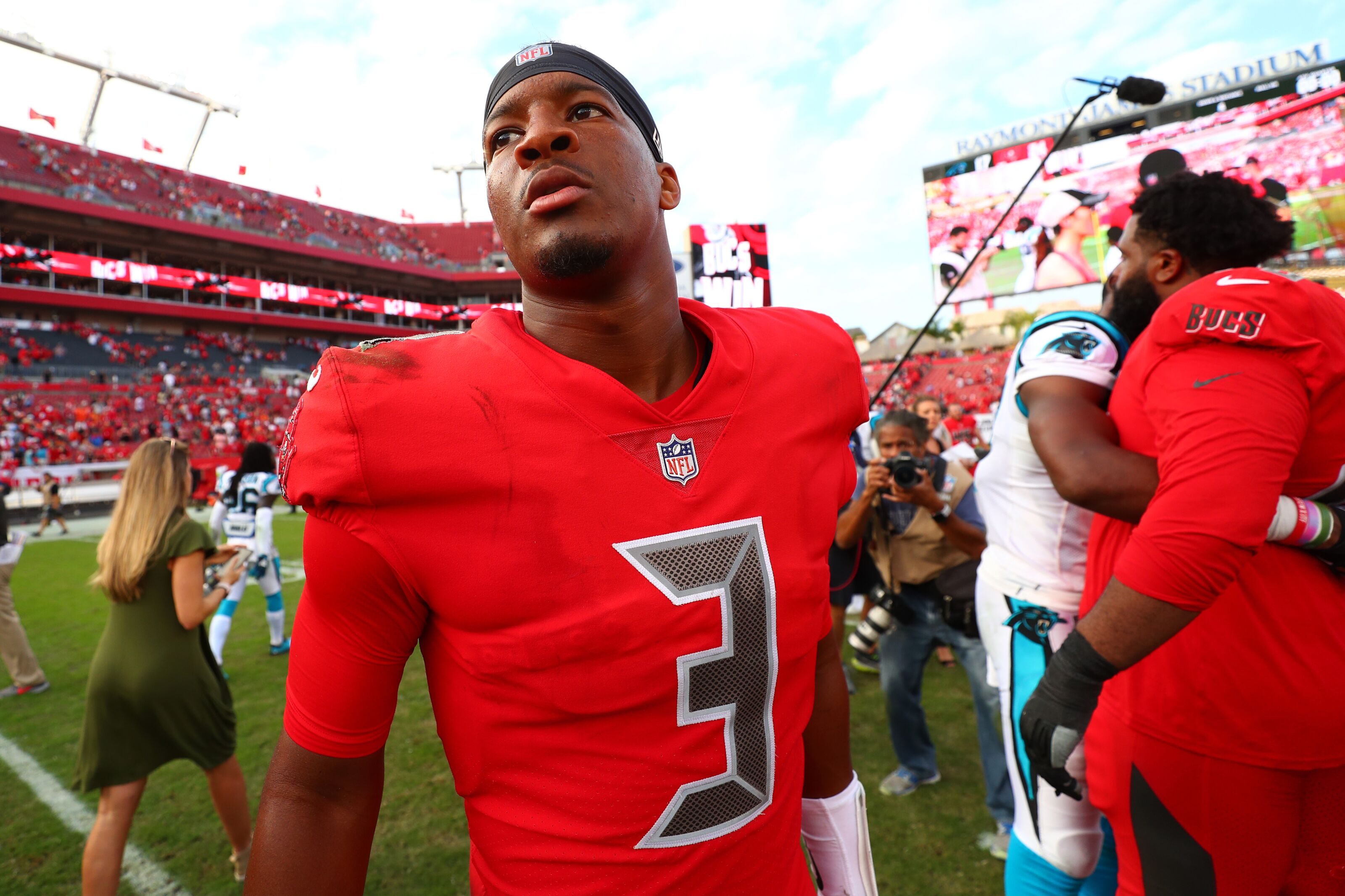 Mock Draft Monday: Buccaneers move on from Jameis Winston